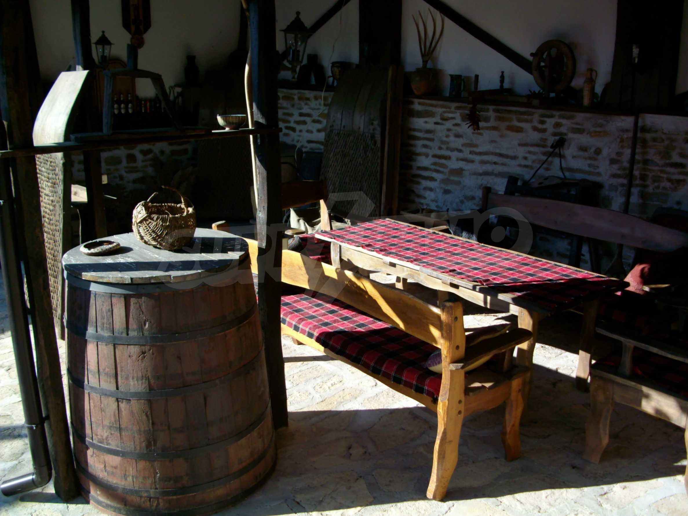 Vollständig möbliertes Anwesen im erhaltenen traditionellen bulgarischen Stil 16