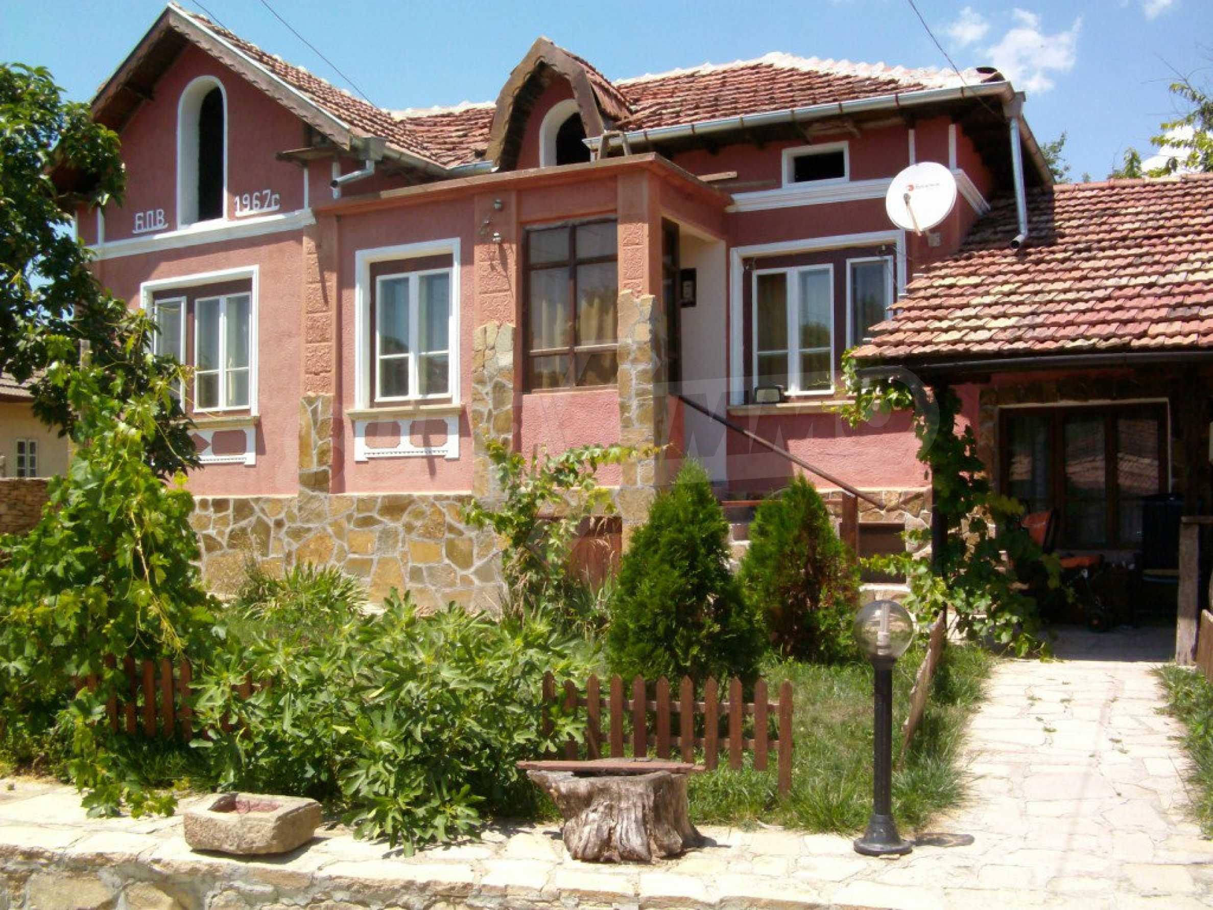 Vollständig möbliertes Anwesen im erhaltenen traditionellen bulgarischen Stil 1