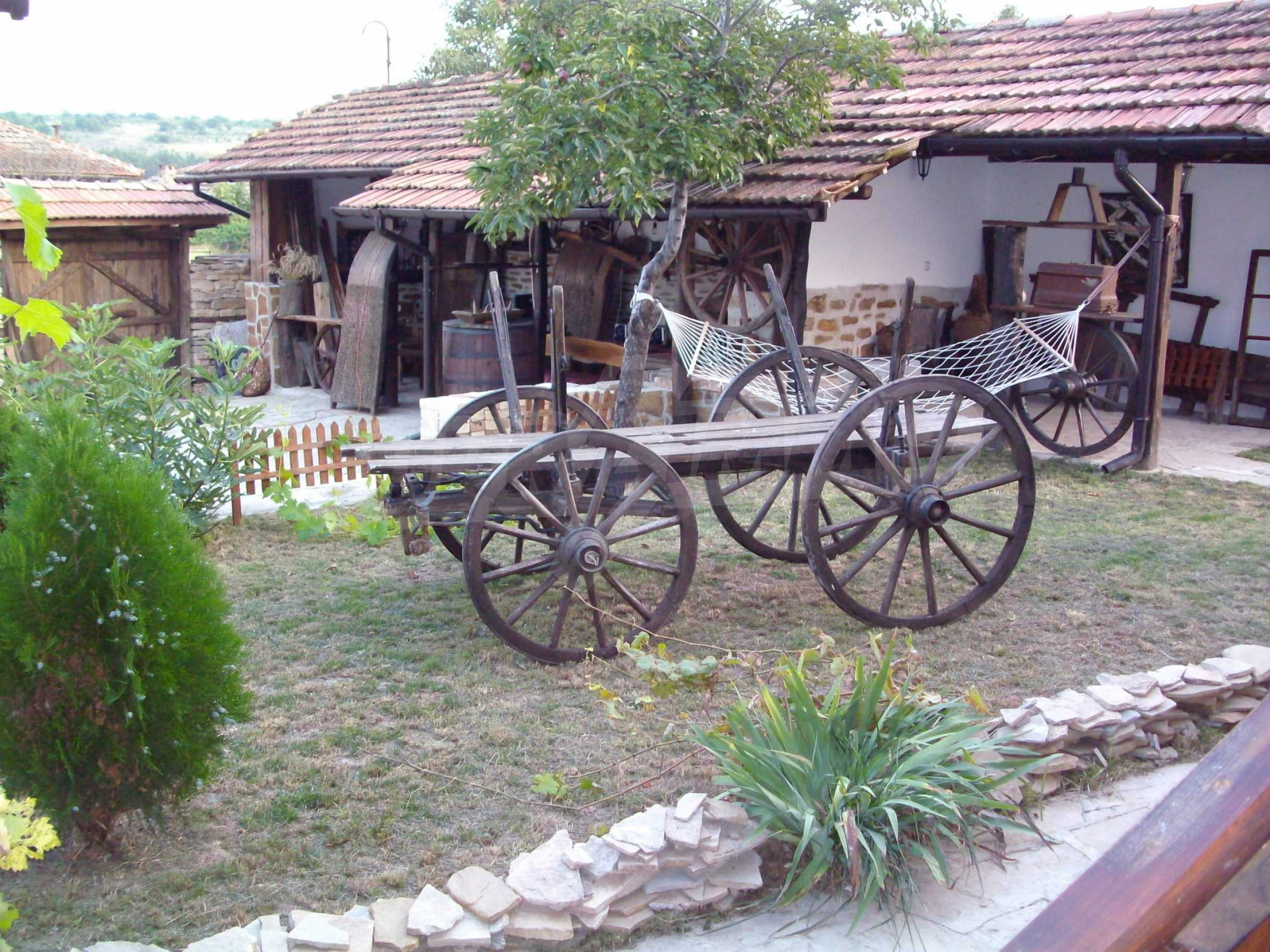 Vollständig möbliertes Anwesen im erhaltenen traditionellen bulgarischen Stil 25
