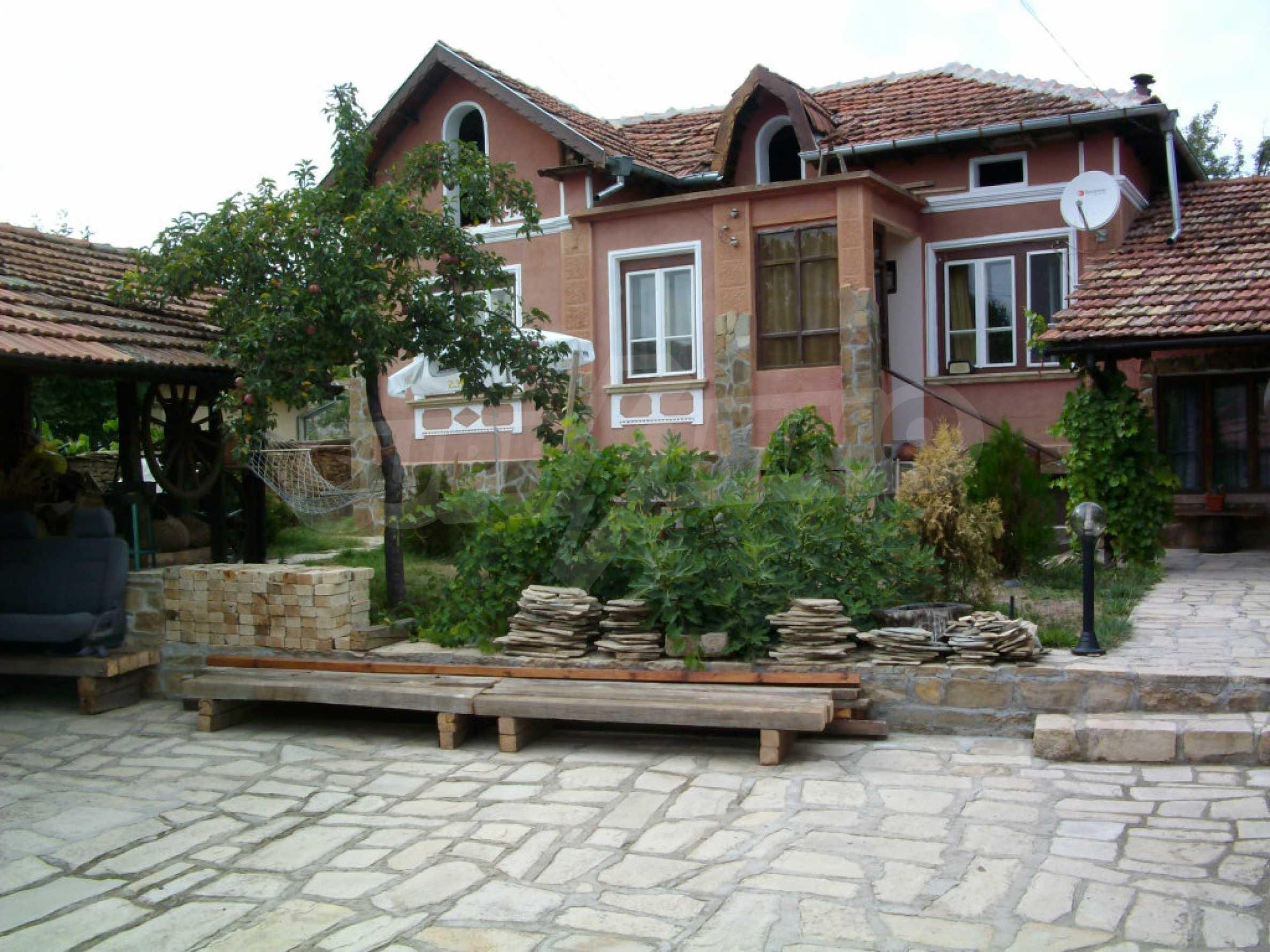 Vollständig möbliertes Anwesen im erhaltenen traditionellen bulgarischen Stil 2