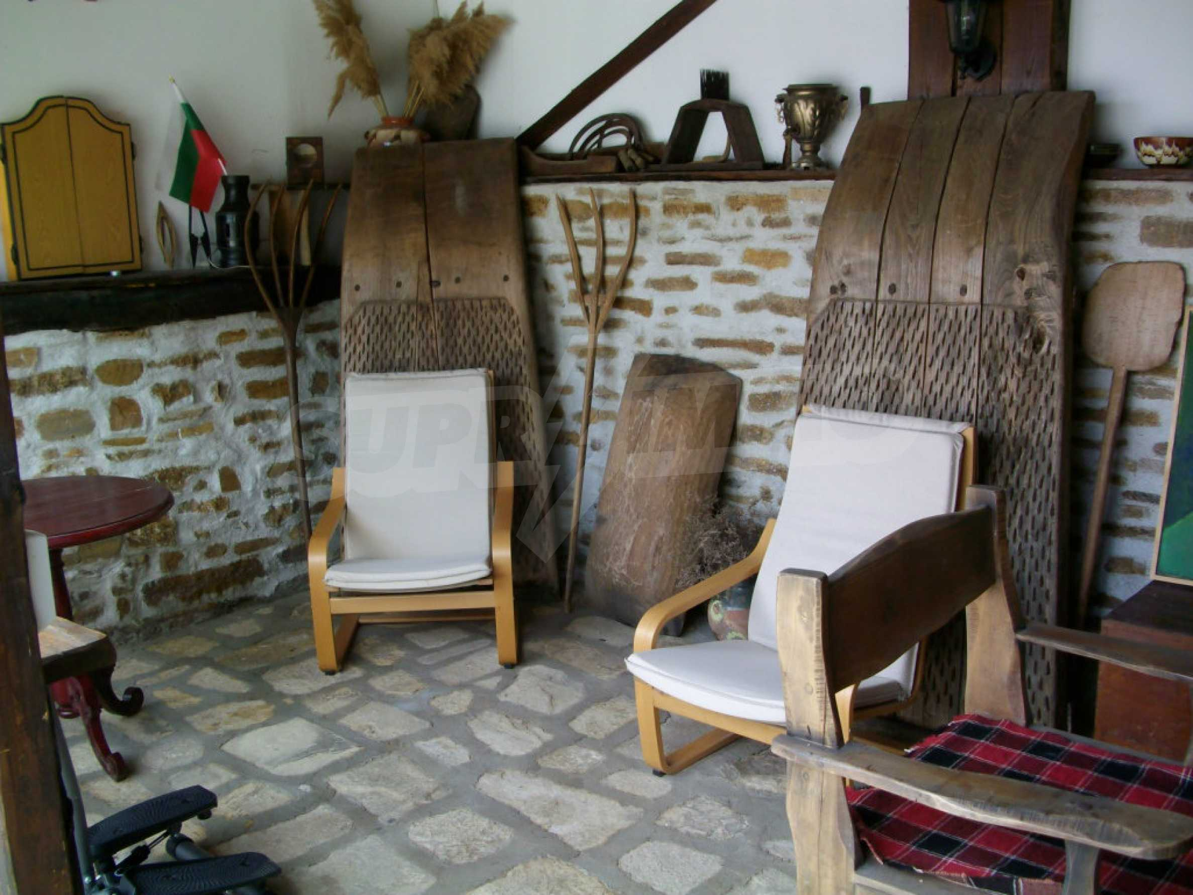 Vollständig möbliertes Anwesen im erhaltenen traditionellen bulgarischen Stil 36