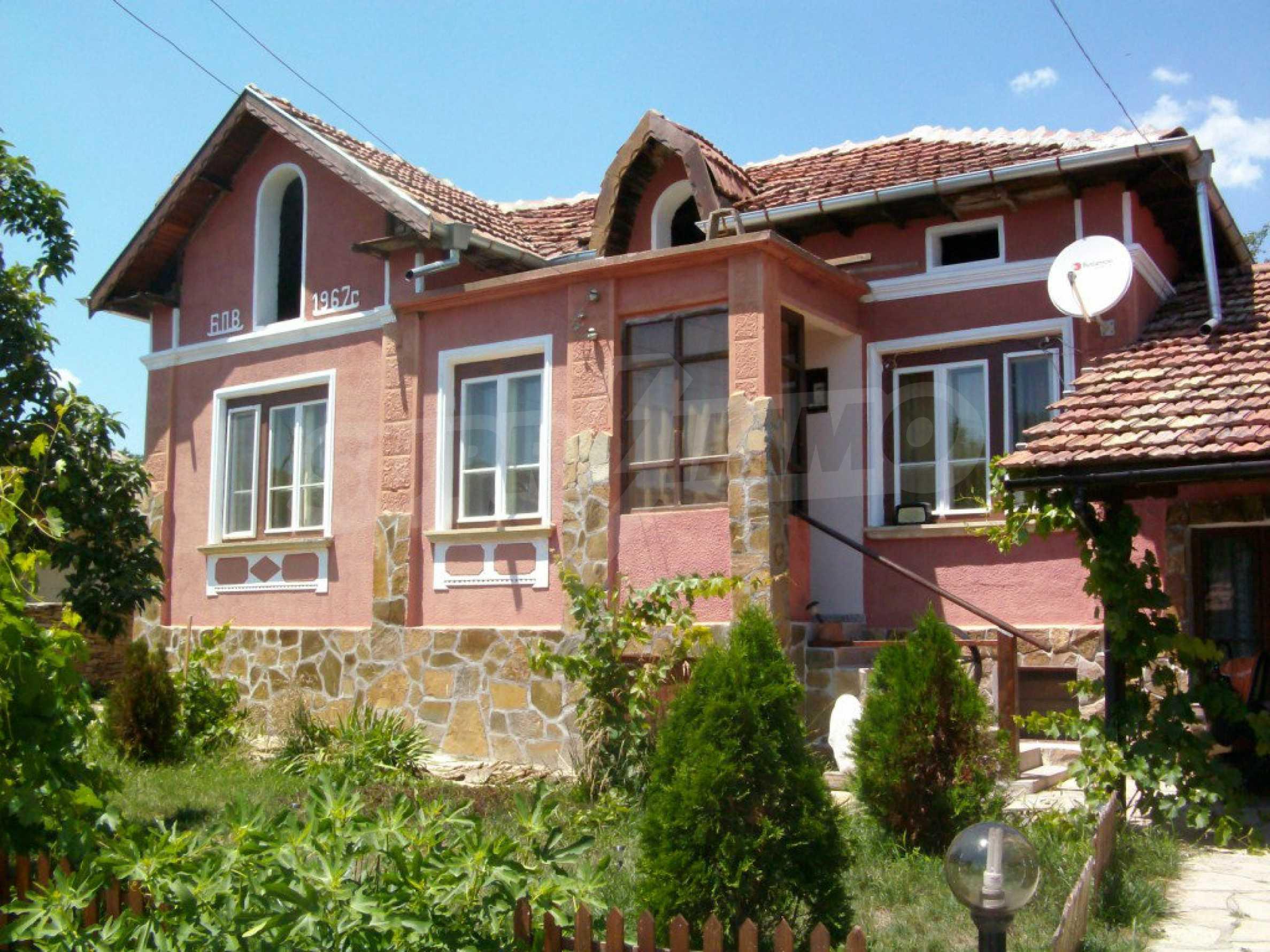 Vollständig möbliertes Anwesen im erhaltenen traditionellen bulgarischen Stil 3