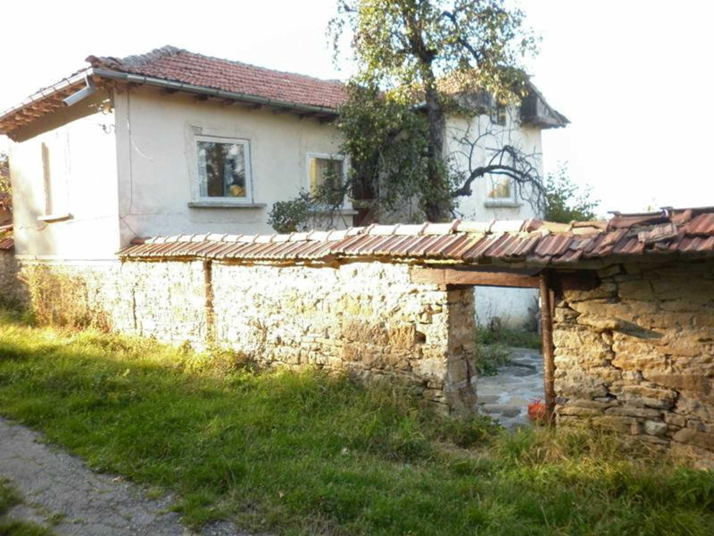 Berghaus mit Garage in einem Dorf 11 km von Gabrovo entfernt