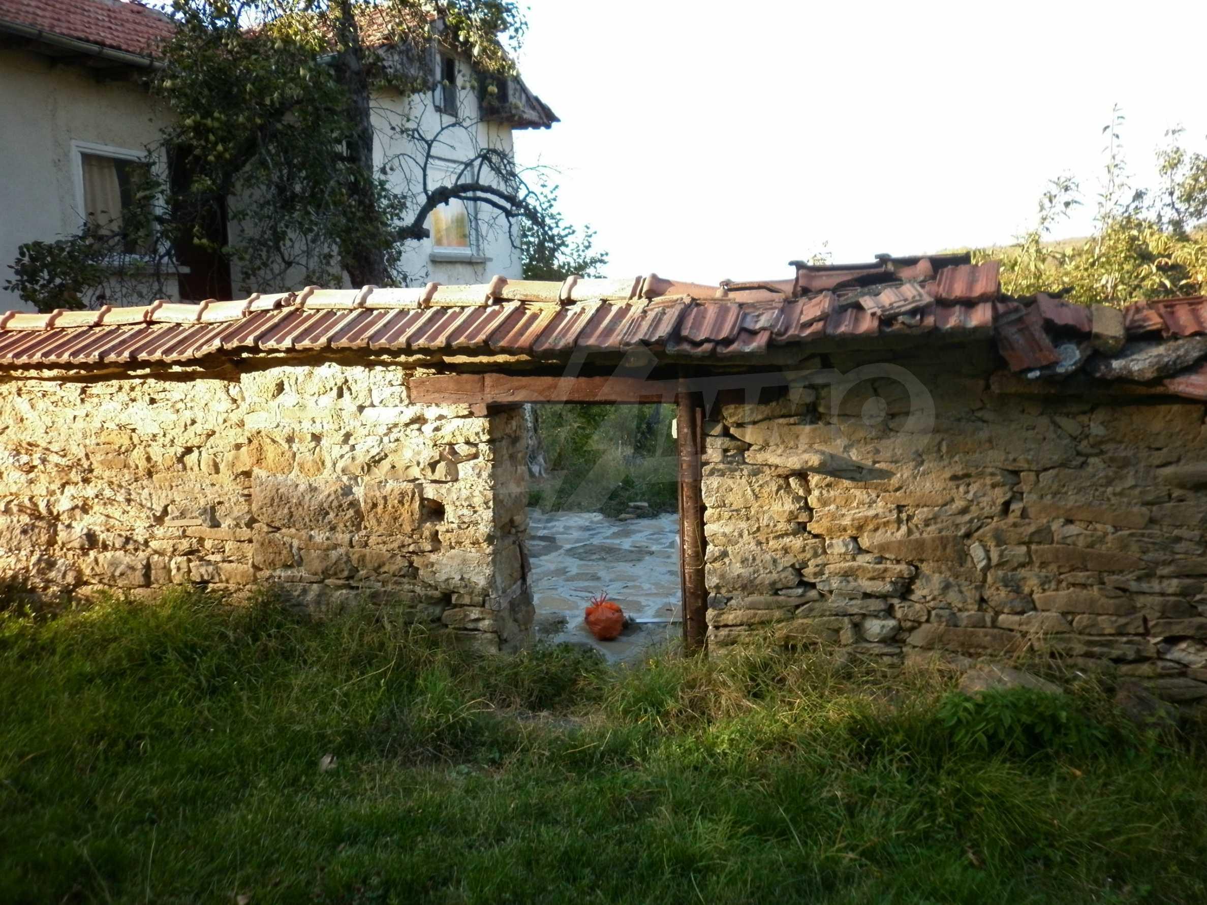 Berghaus mit Garage in einem Dorf 11 km von Gabrovo entfernt 1