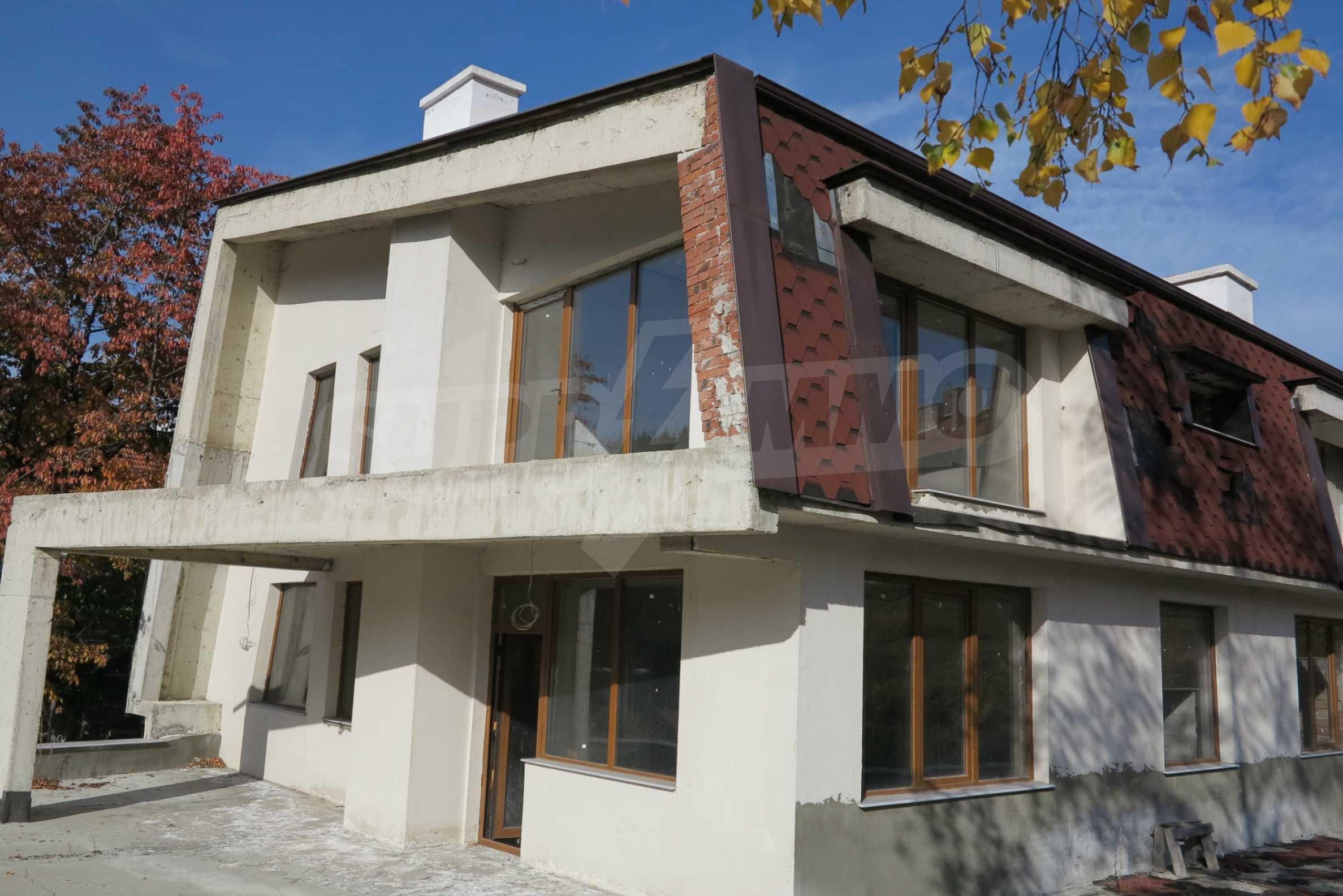 Großes Haus mit Restaurant in der Nähe des Skigebiets Borovets 1