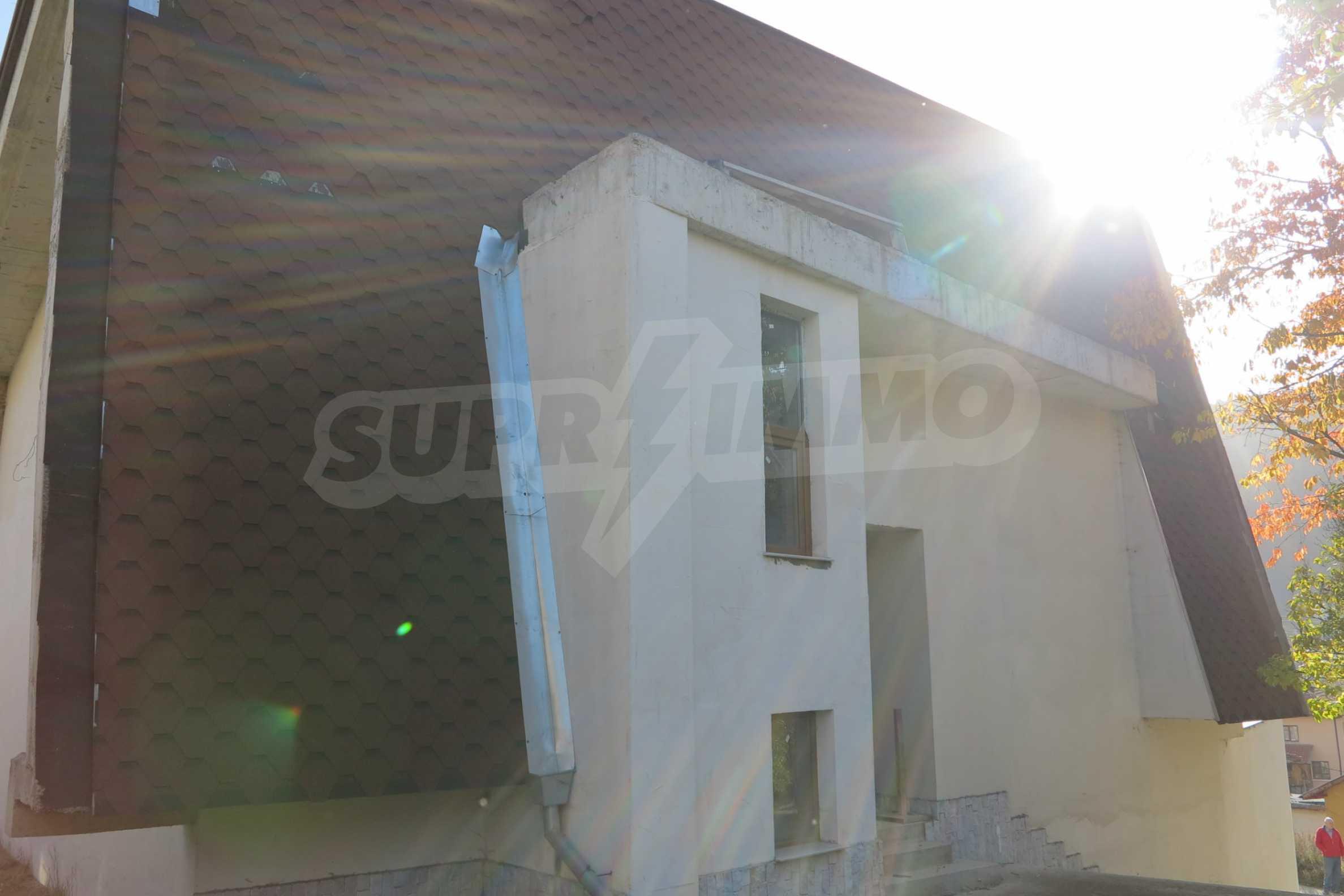 Großes Haus mit Restaurant in der Nähe des Skigebiets Borovets 55