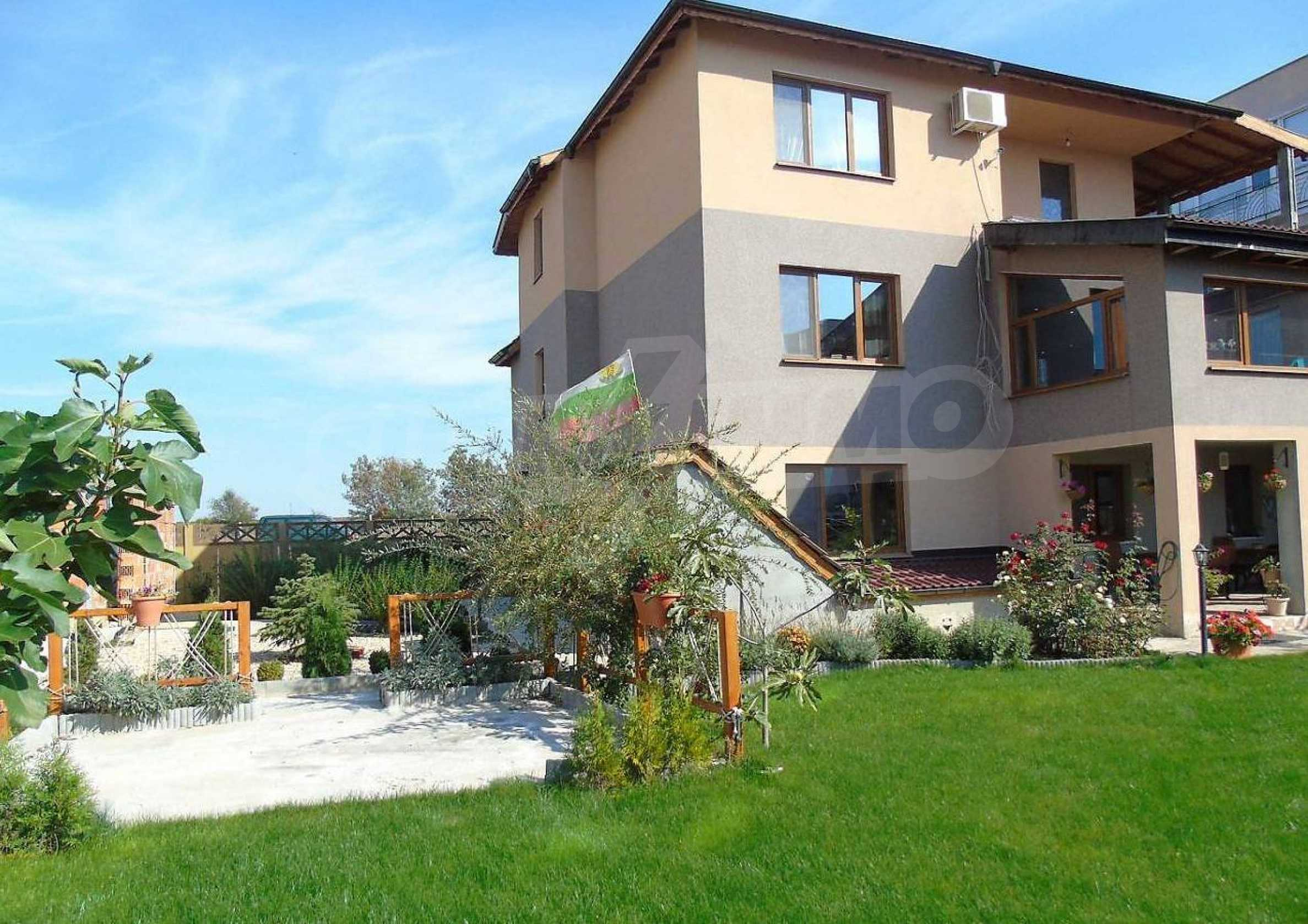 Three-storey house with a large yard, minutes from the beach, Sarafovo 2
