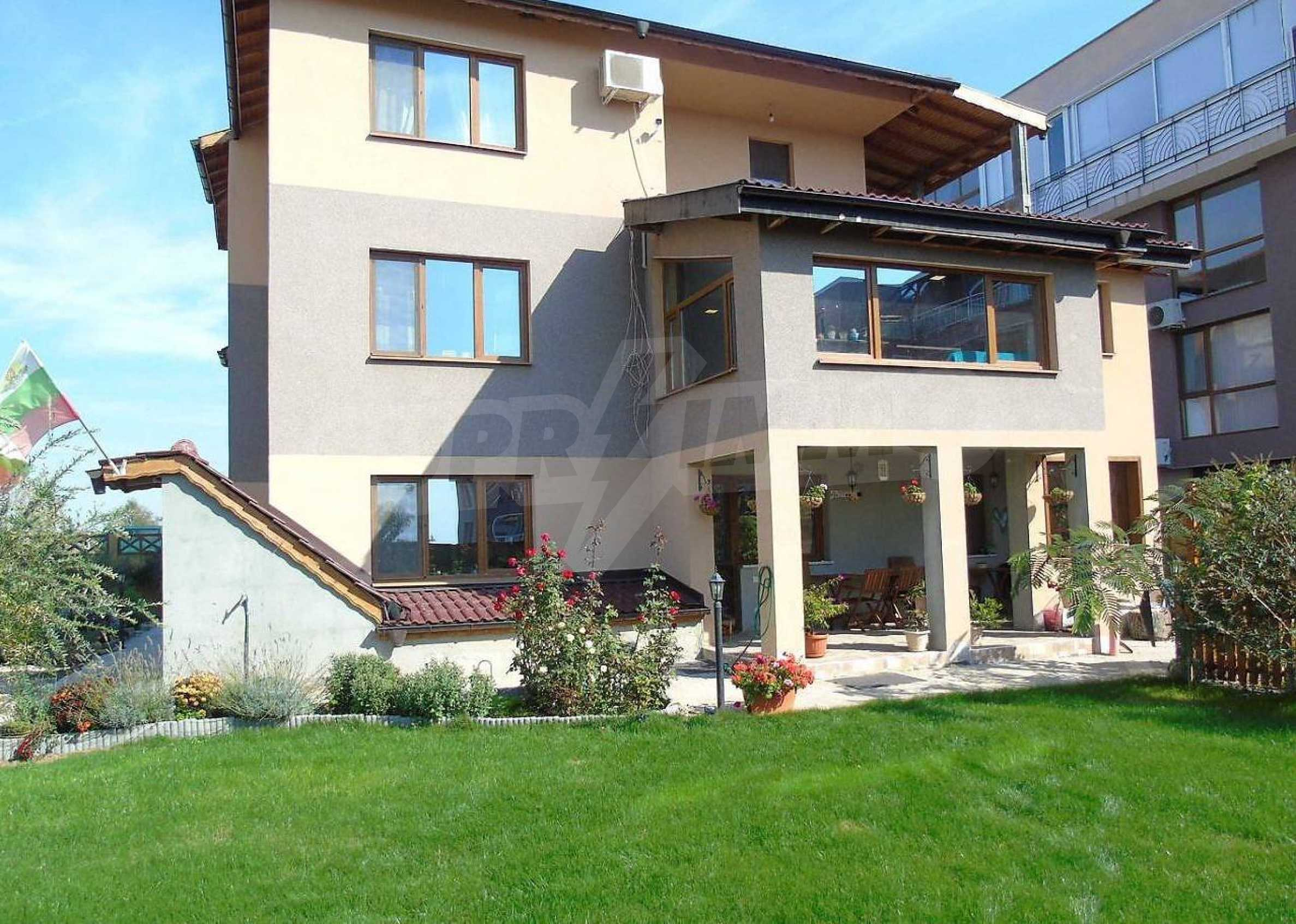 Three-storey house with a large yard, minutes from the beach, Sarafovo