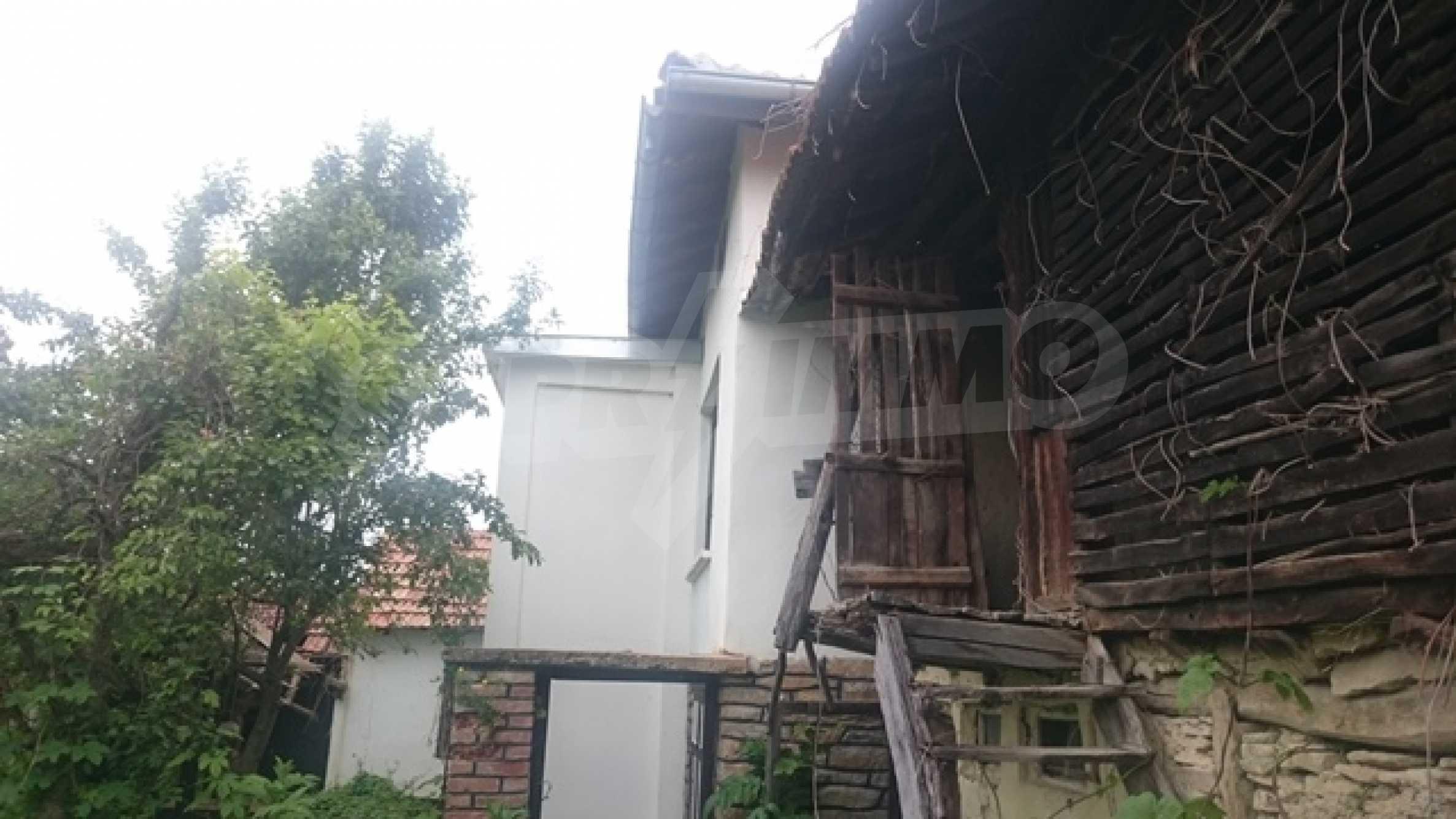 Zweistöckiges Steinhaus am Fuße des Balkangebirges 23