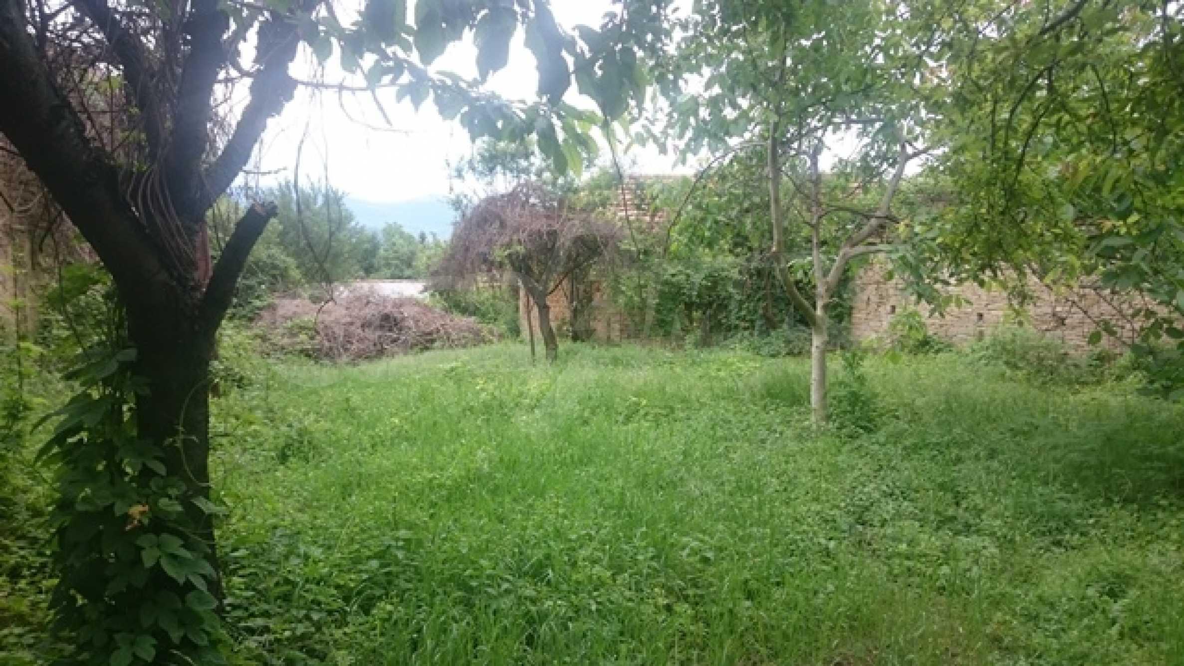 Zweistöckiges Steinhaus am Fuße des Balkangebirges 27