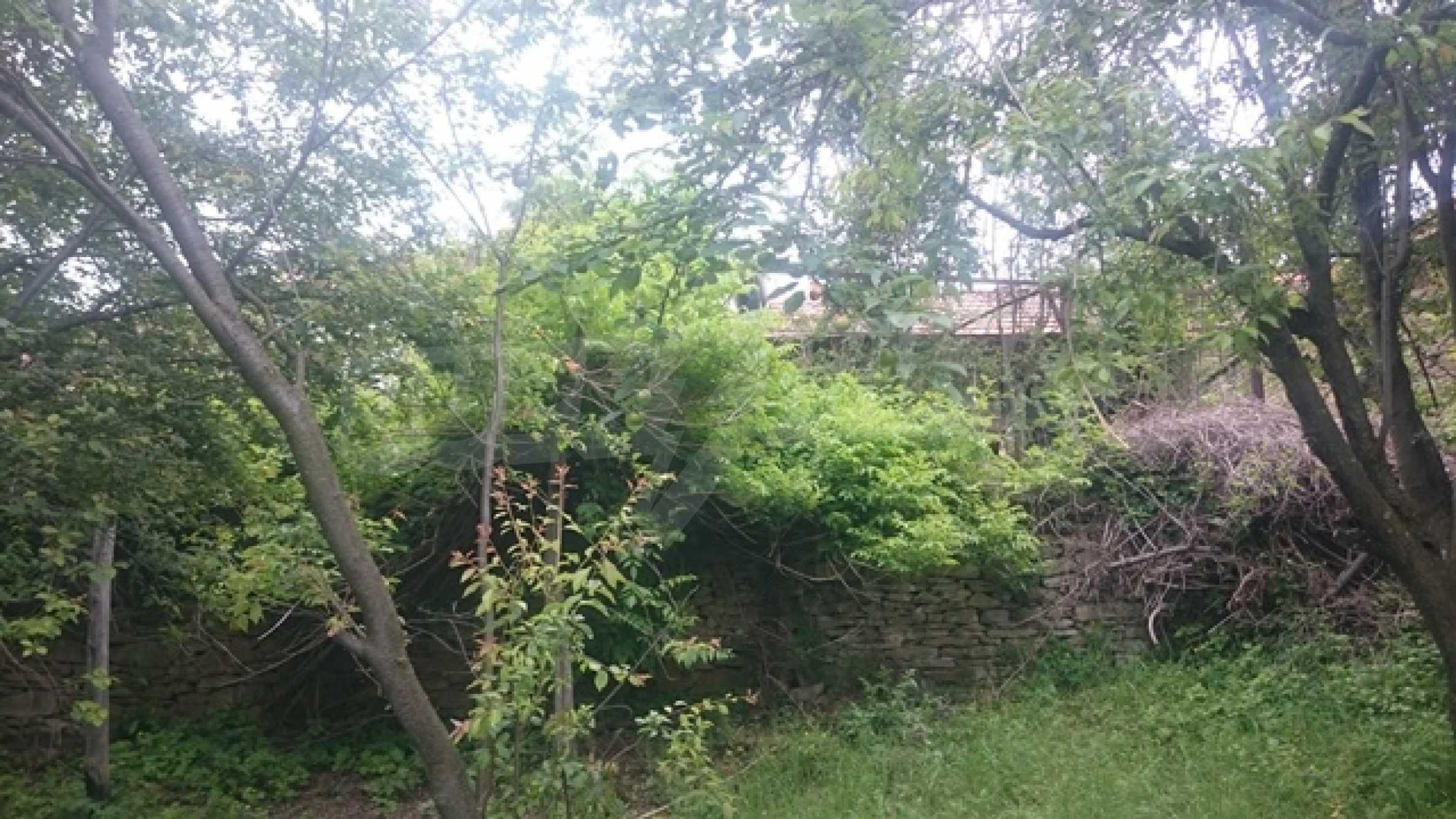 Zweistöckiges Steinhaus am Fuße des Balkangebirges 29