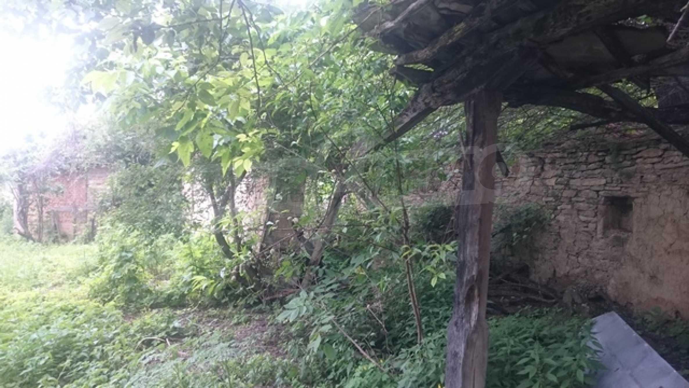 Zweistöckiges Steinhaus am Fuße des Balkangebirges 30