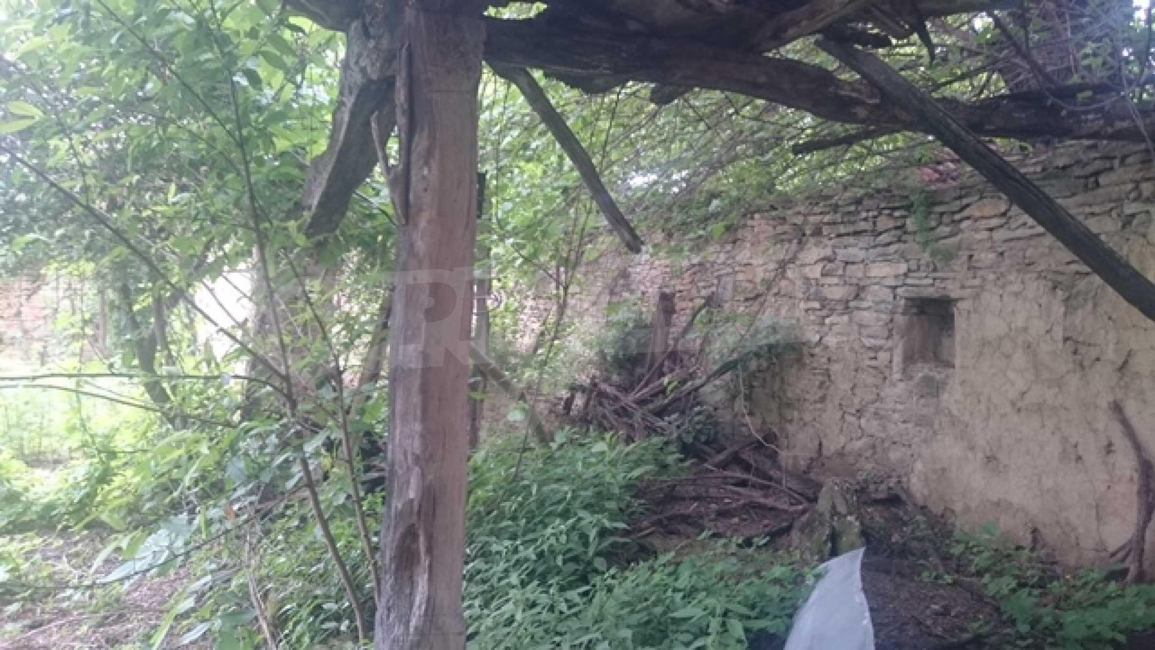 Zweistöckiges Steinhaus am Fuße des Balkangebirges 32