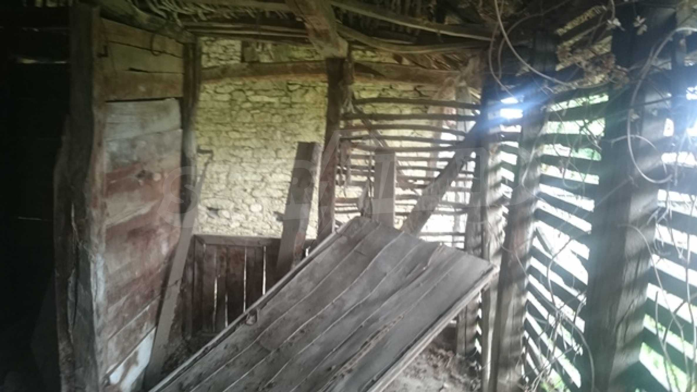 Zweistöckiges Steinhaus am Fuße des Balkangebirges 37