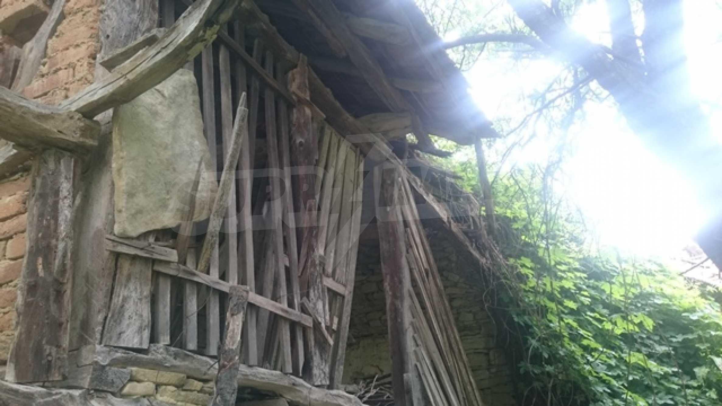 Zweistöckiges Steinhaus am Fuße des Balkangebirges 40