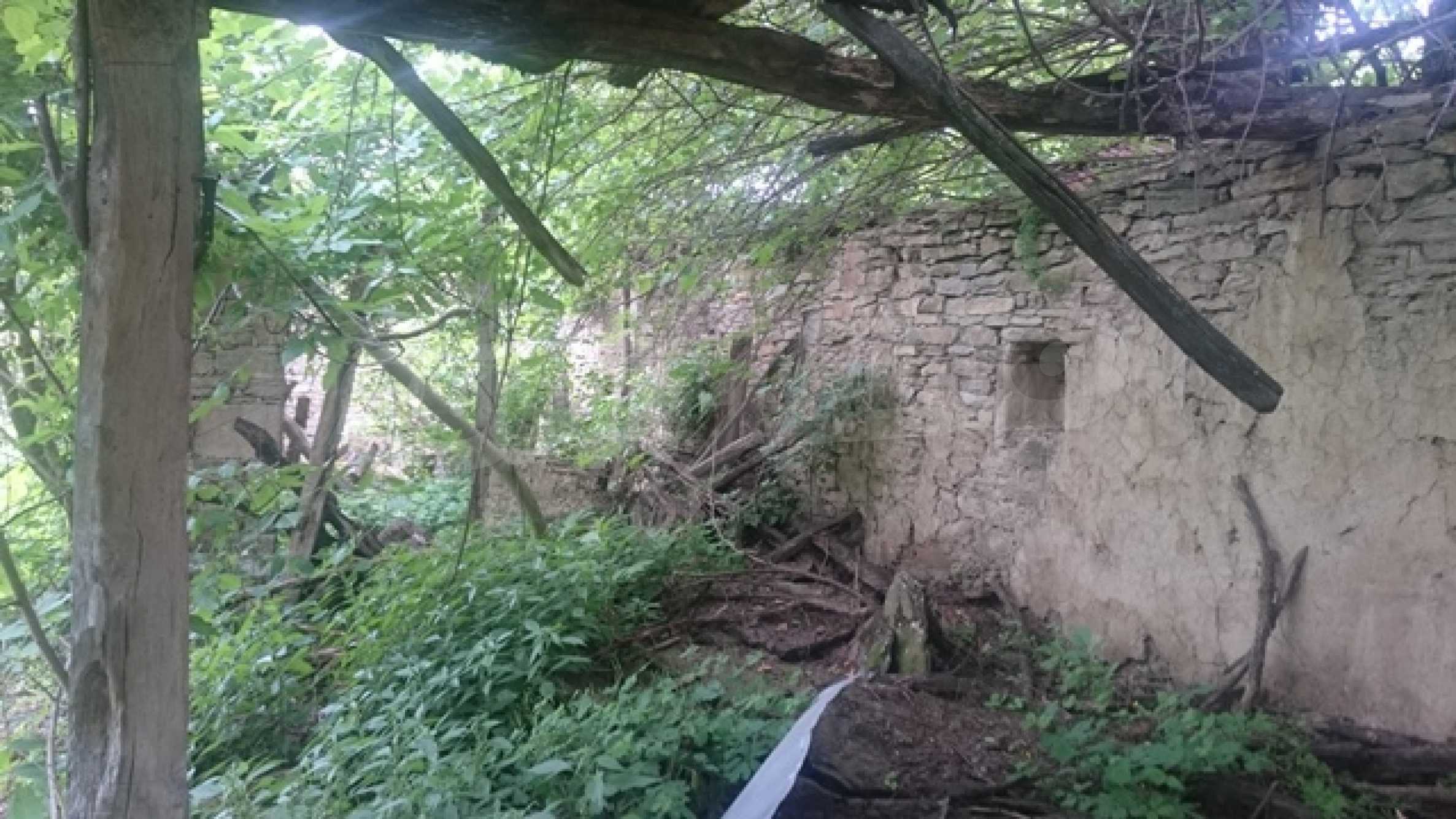 Zweistöckiges Steinhaus am Fuße des Balkangebirges 41