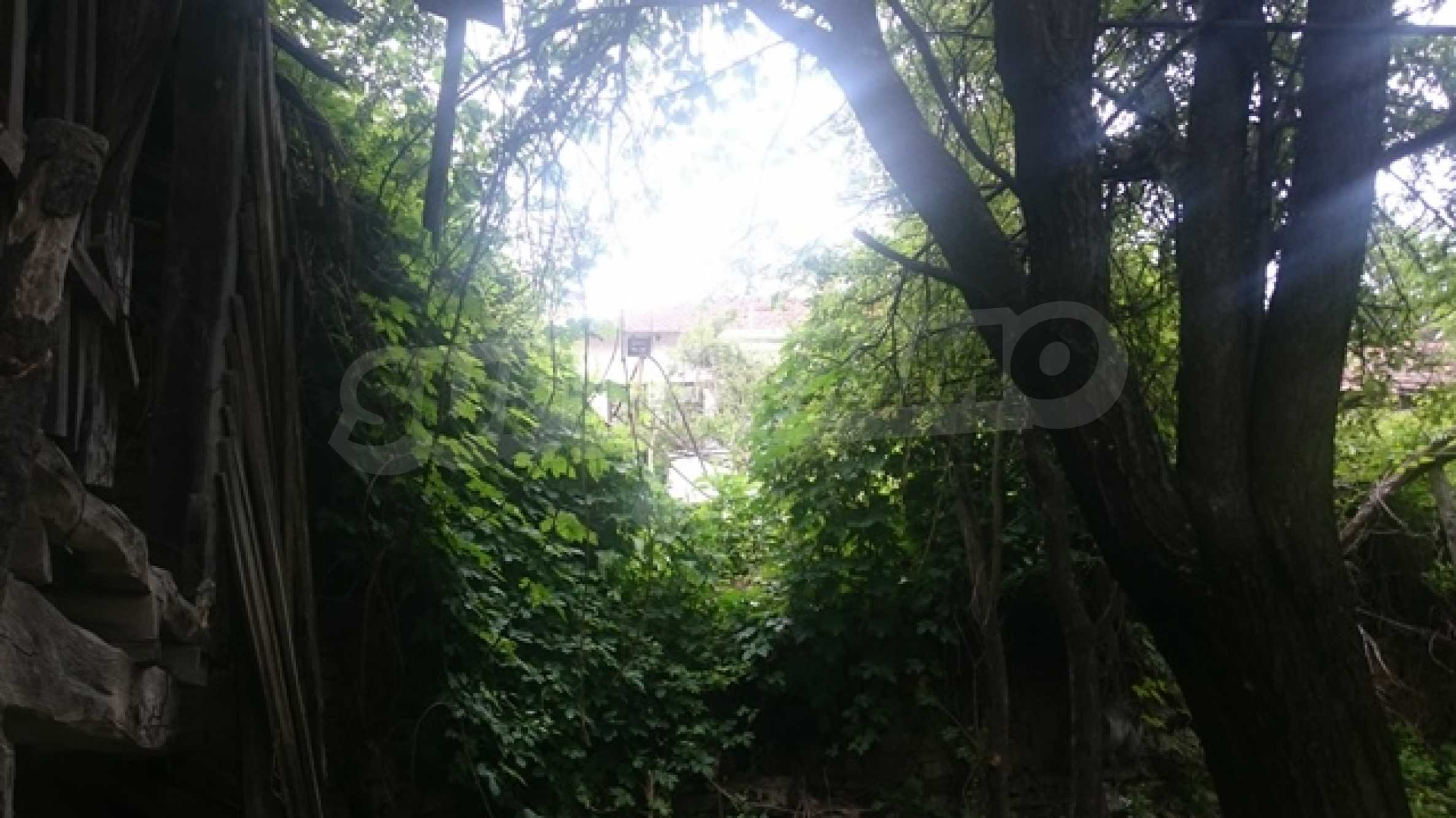 Zweistöckiges Steinhaus am Fuße des Balkangebirges 42