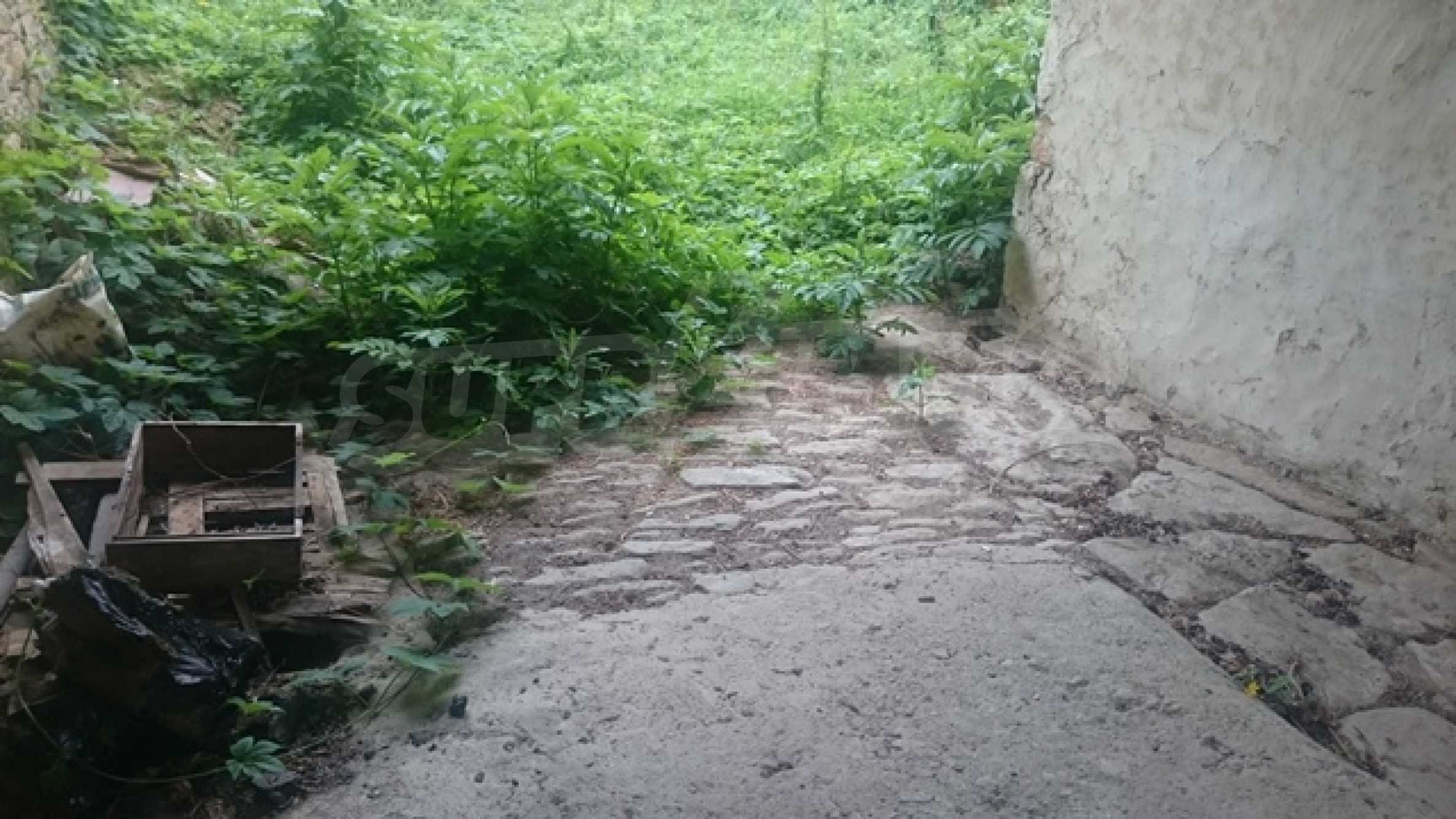 Zweistöckiges Steinhaus am Fuße des Balkangebirges 46