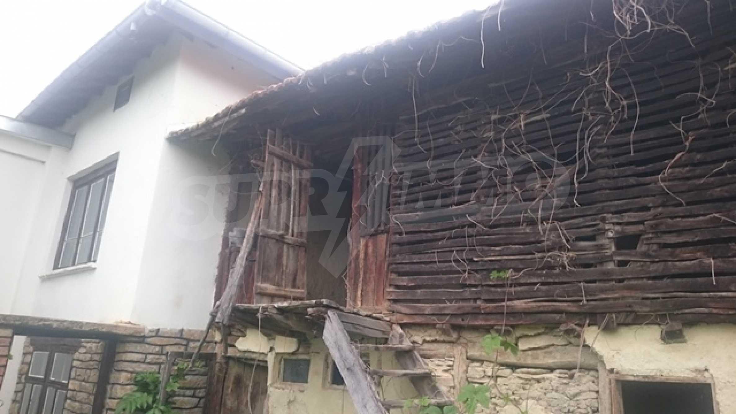 Zweistöckiges Steinhaus am Fuße des Balkangebirges 4