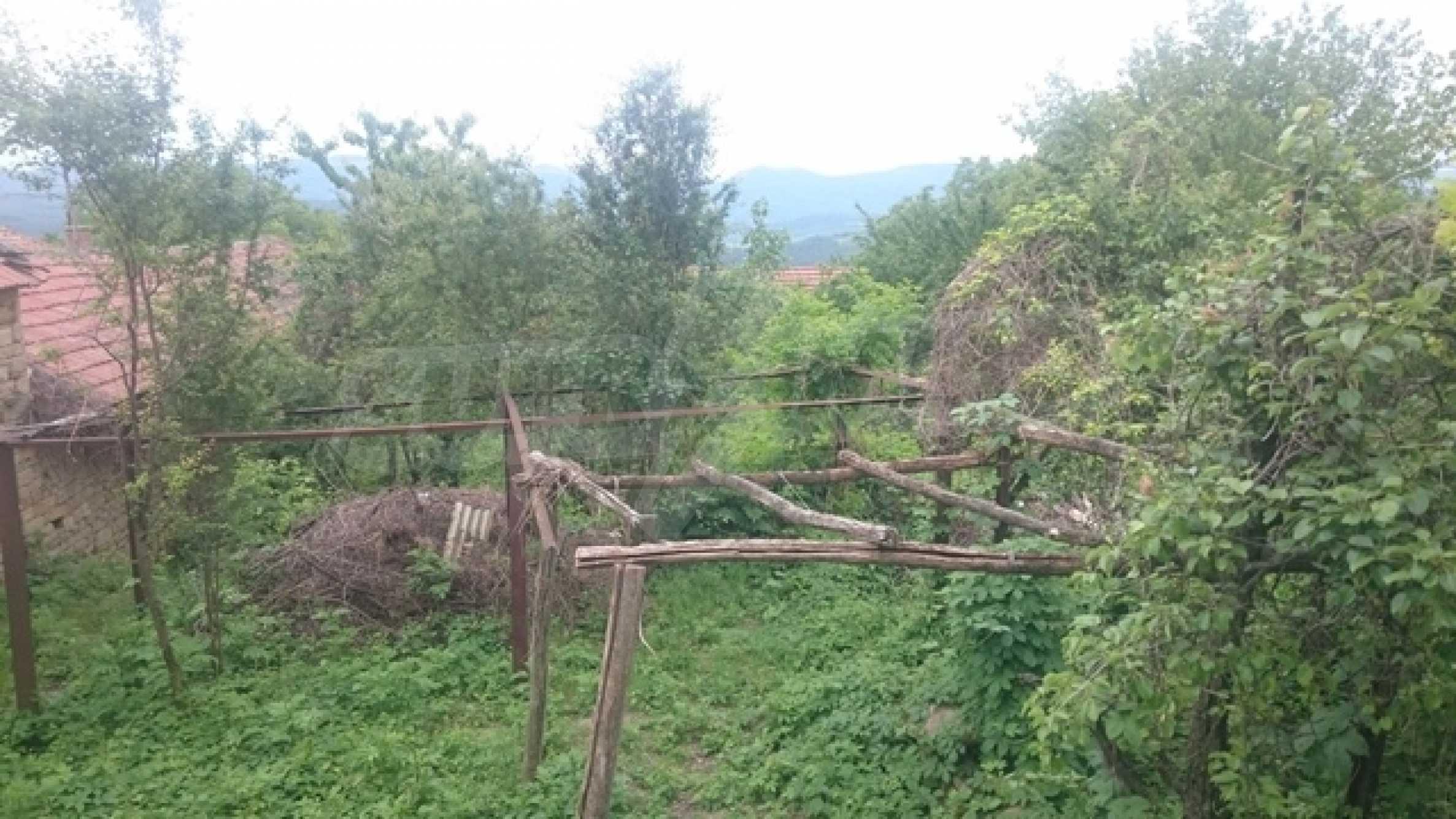 Zweistöckiges Steinhaus am Fuße des Balkangebirges 51