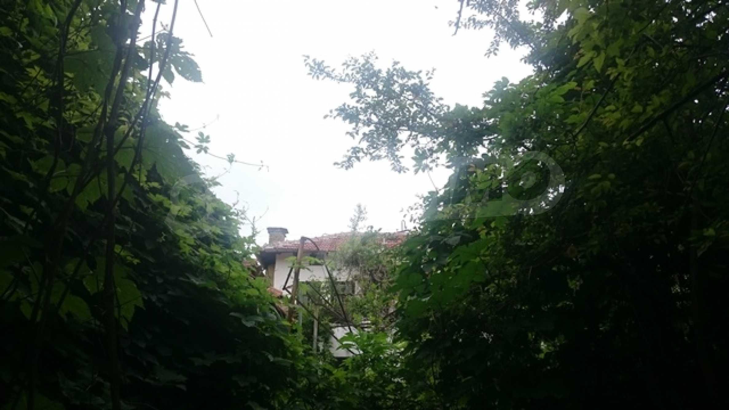 Zweistöckiges Steinhaus am Fuße des Balkangebirges 52
