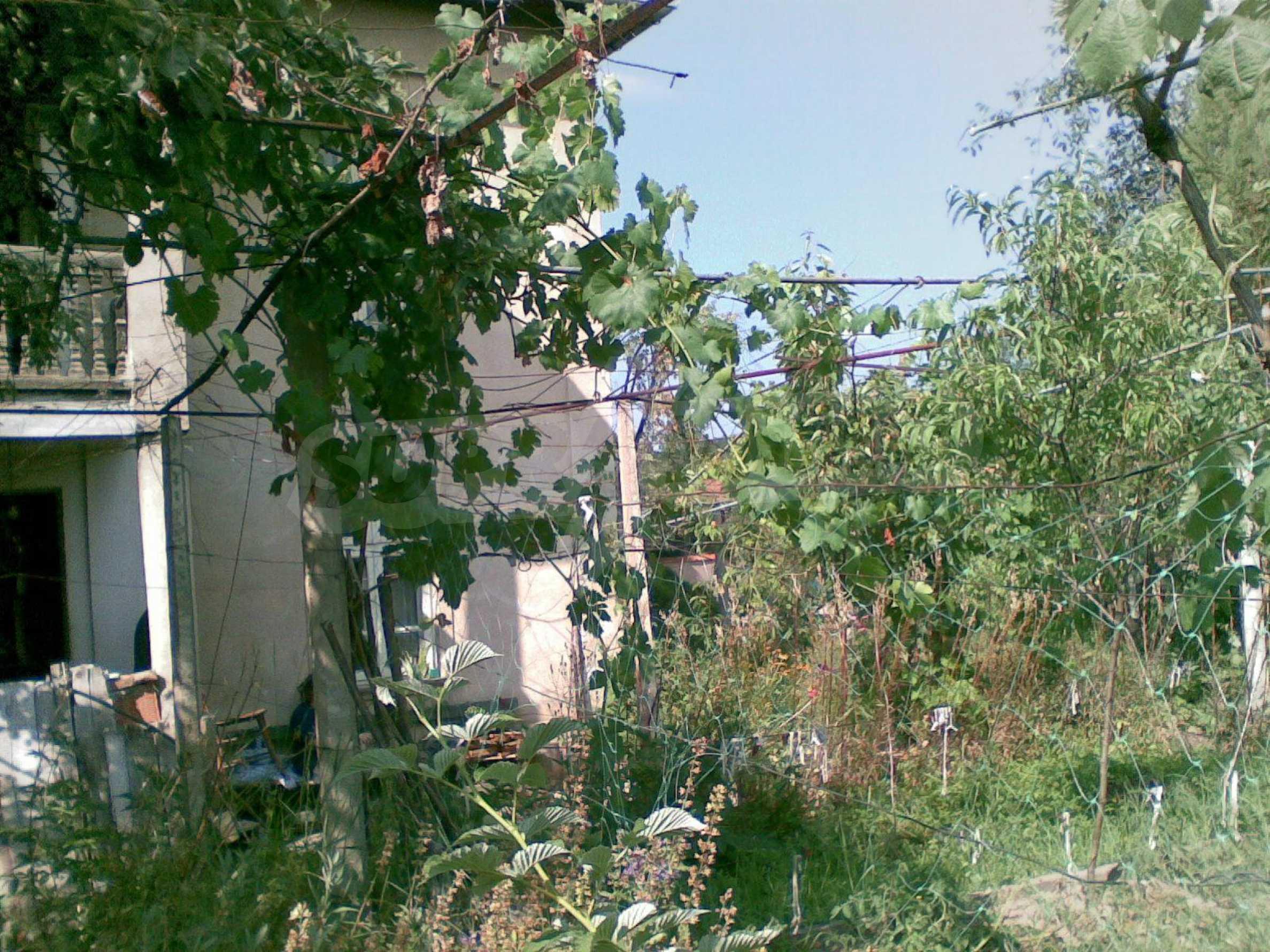 Zweistöckiges Backsteinhaus in der Stadt, 35 km von Lovech entfernt, in der Nähe eines Damms 2
