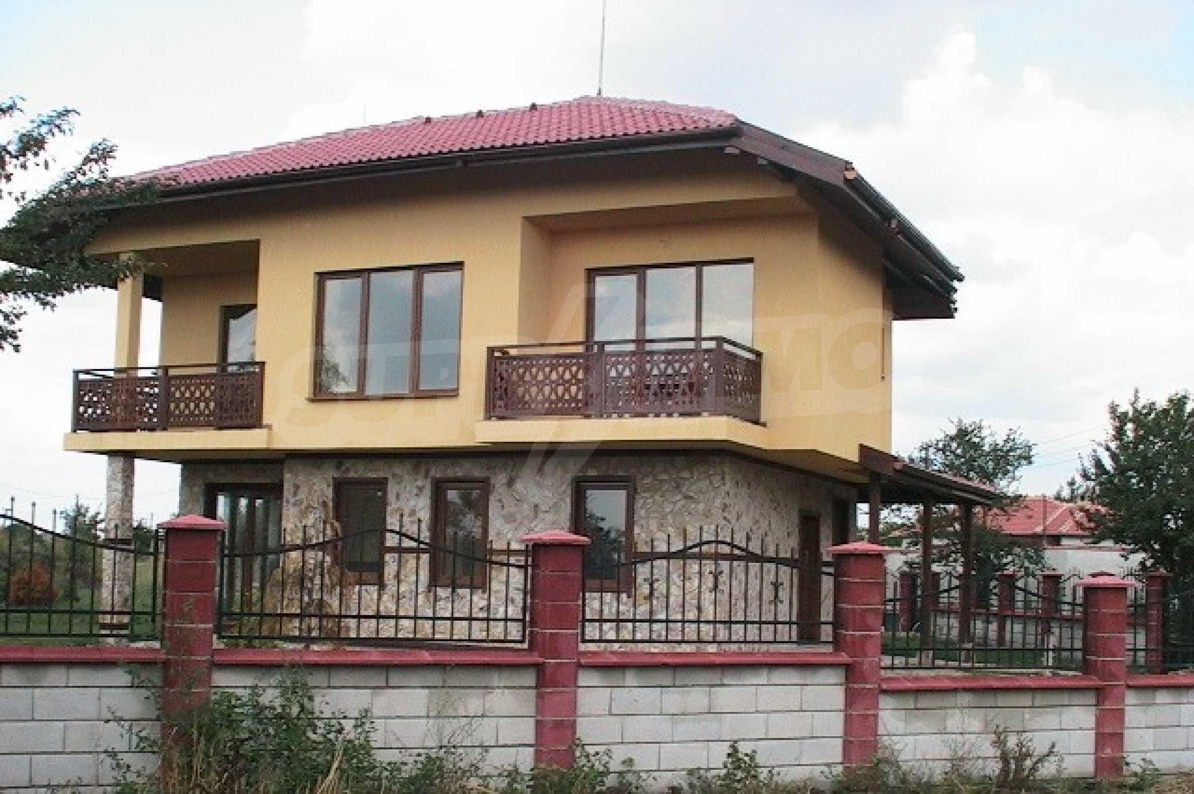 Neues zweistöckiges Haus 5 km von Baltschik entfernt