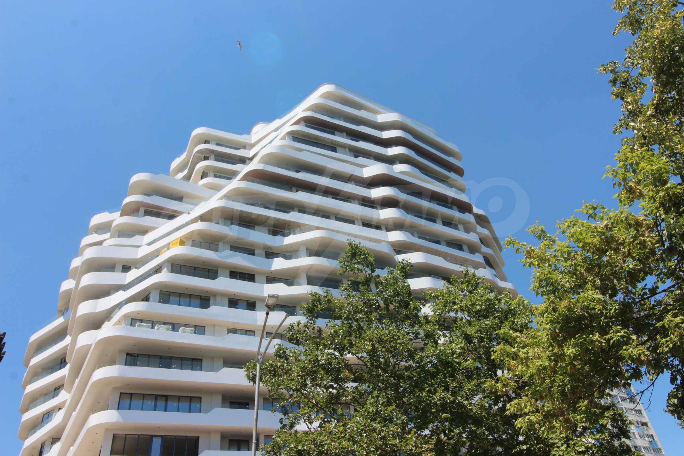 Апартаменти в ефектна сграда с модерна визия до Морската градина 5