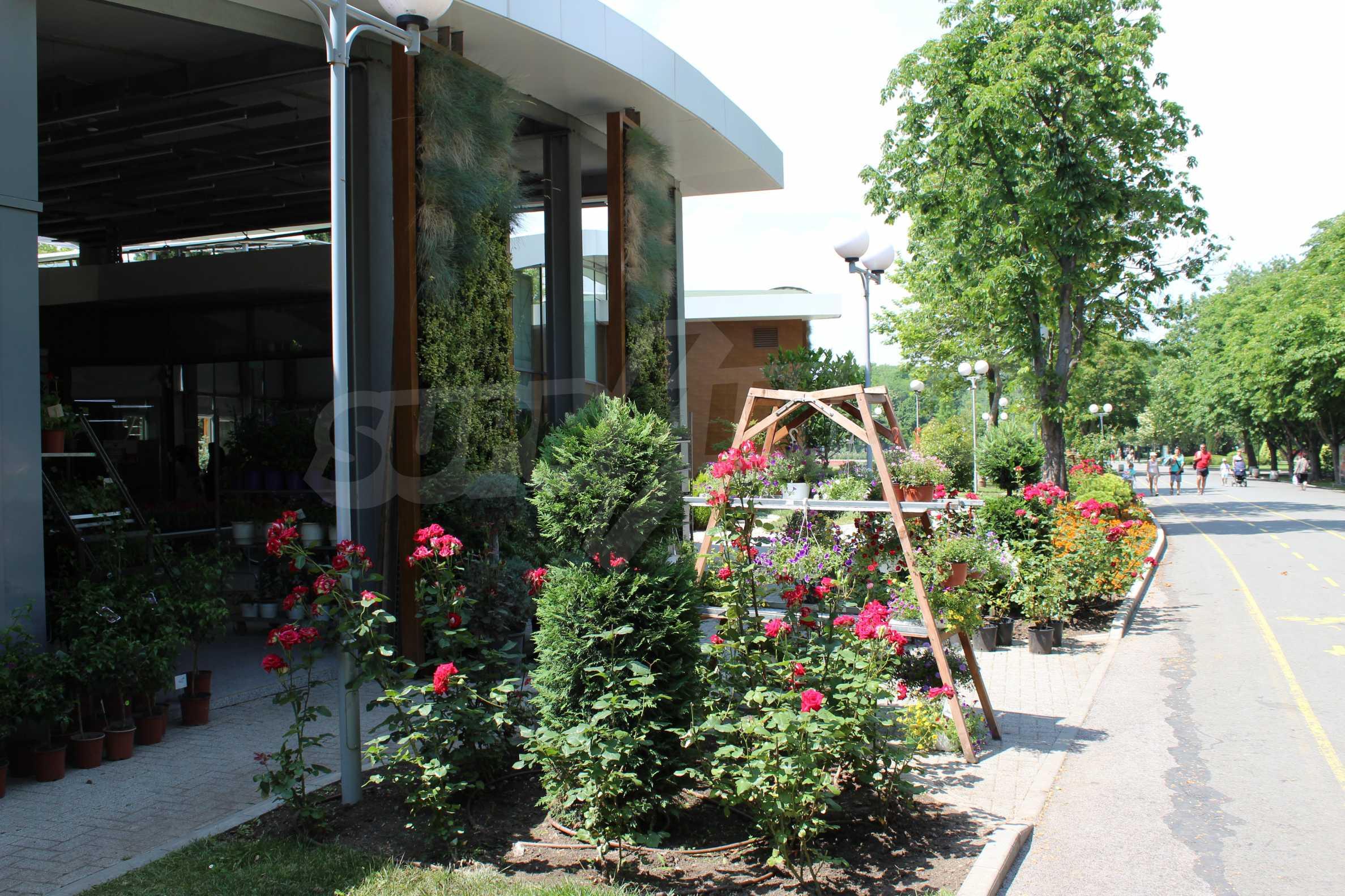 Апартаменти в ефектна сграда с модерна визия до Морската градина 44