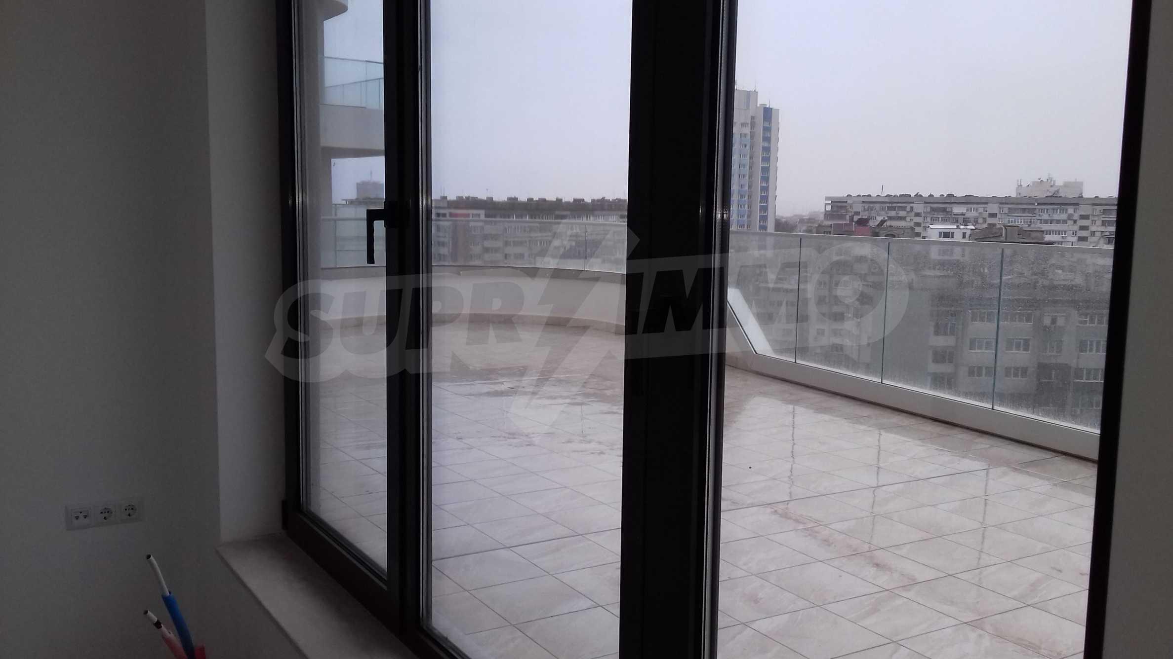 Апартаменти в ефектна сграда с модерна визия до Морската градина 14