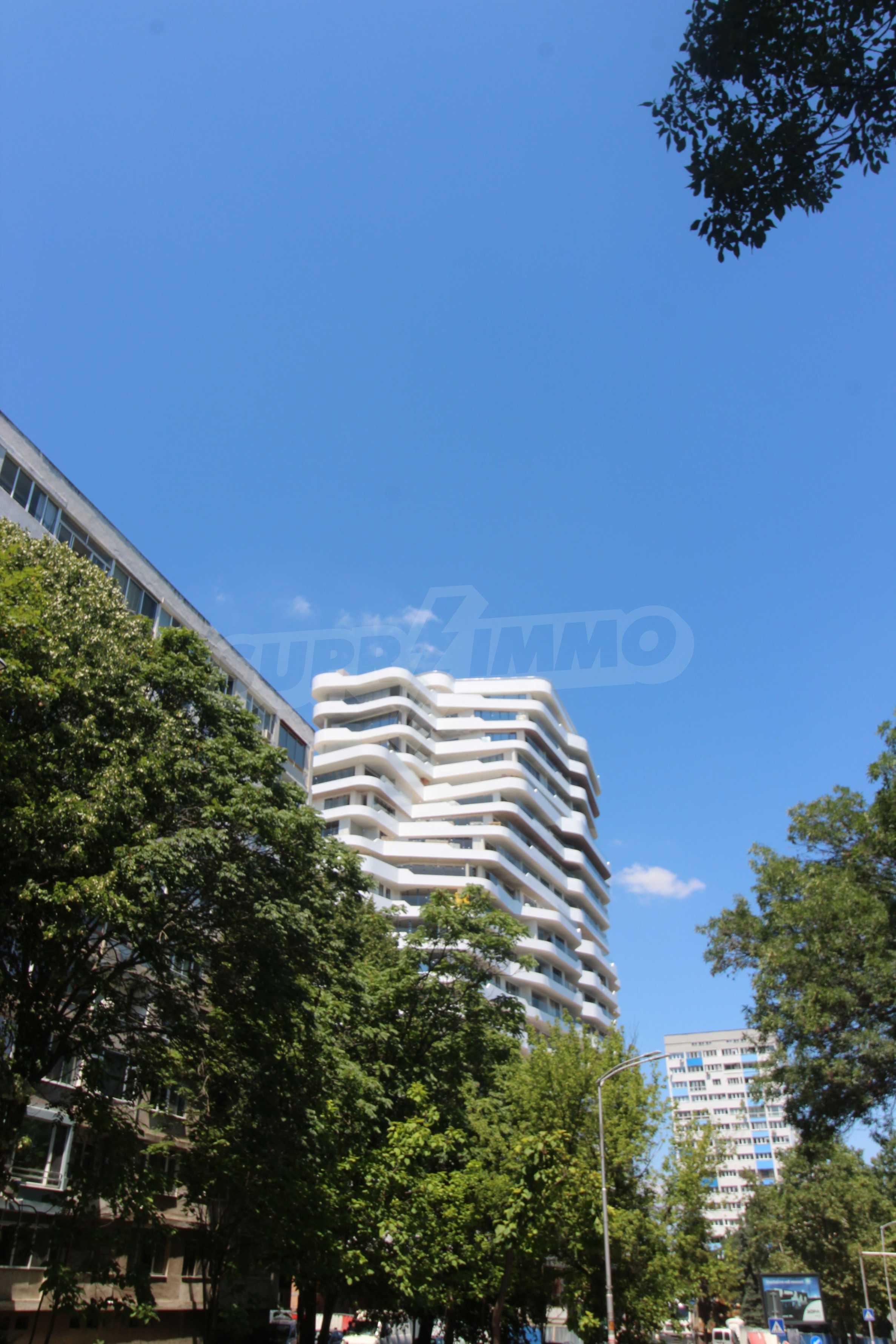 Апартаменти в ефектна сграда с модерна визия до Морската градина 8
