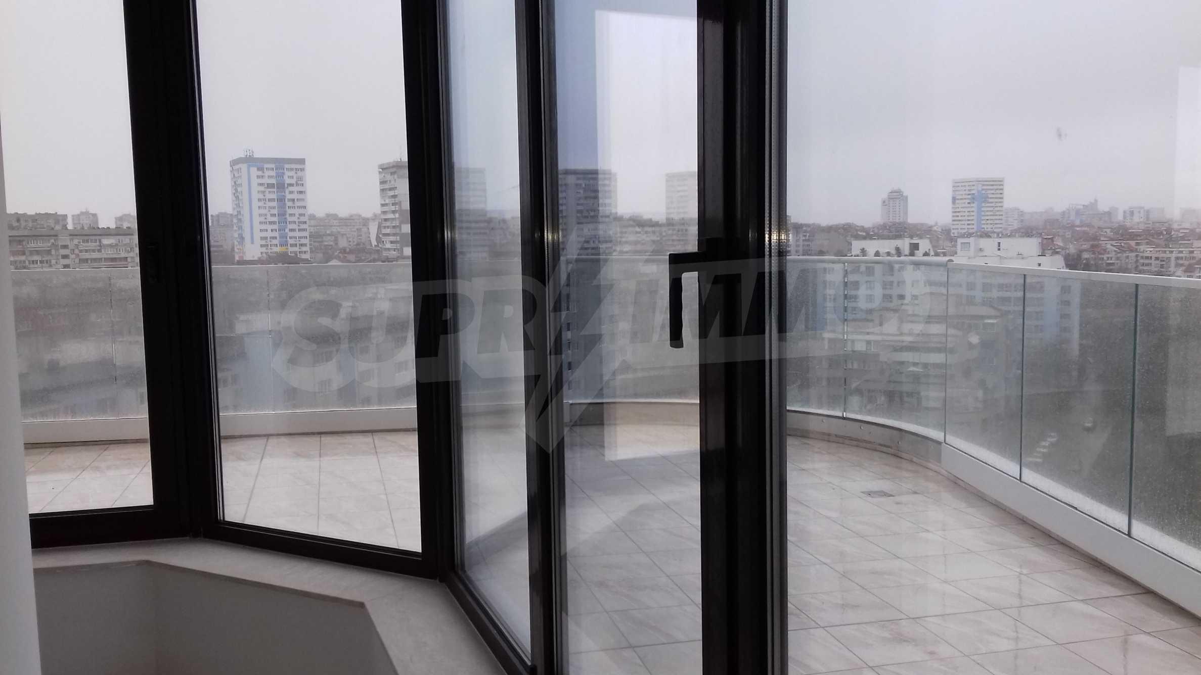 Апартаменти в ефектна сграда с модерна визия до Морската градина 11