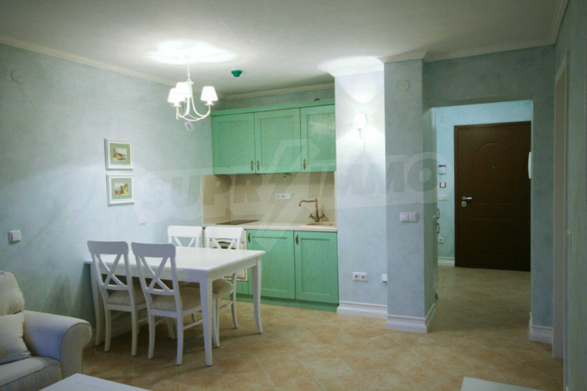 Zwei-Zimmer-Wohnung in einem Komplex in erster Linie in Lozenets 5
