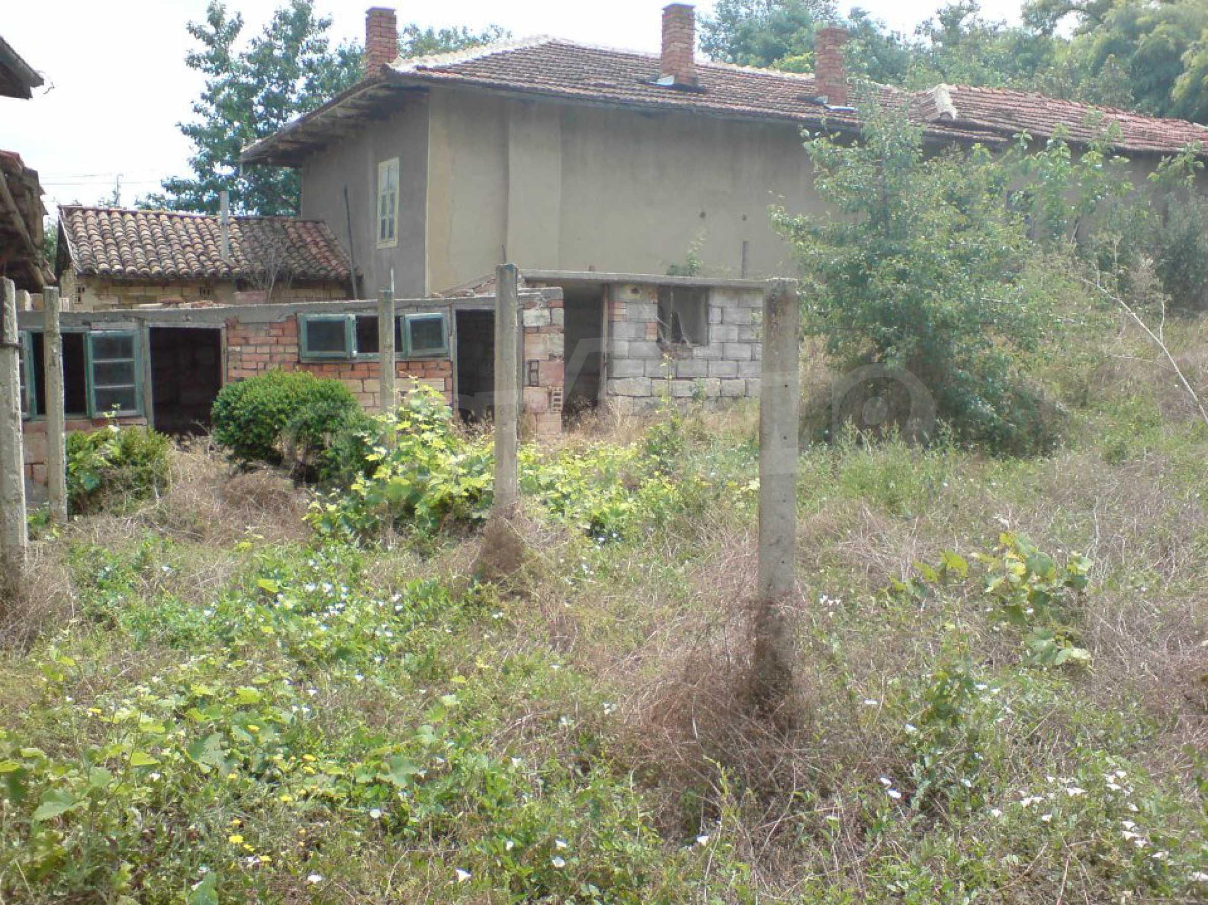 Massives einstöckiges Haus in einem Dorf 15 km. von Byala 9