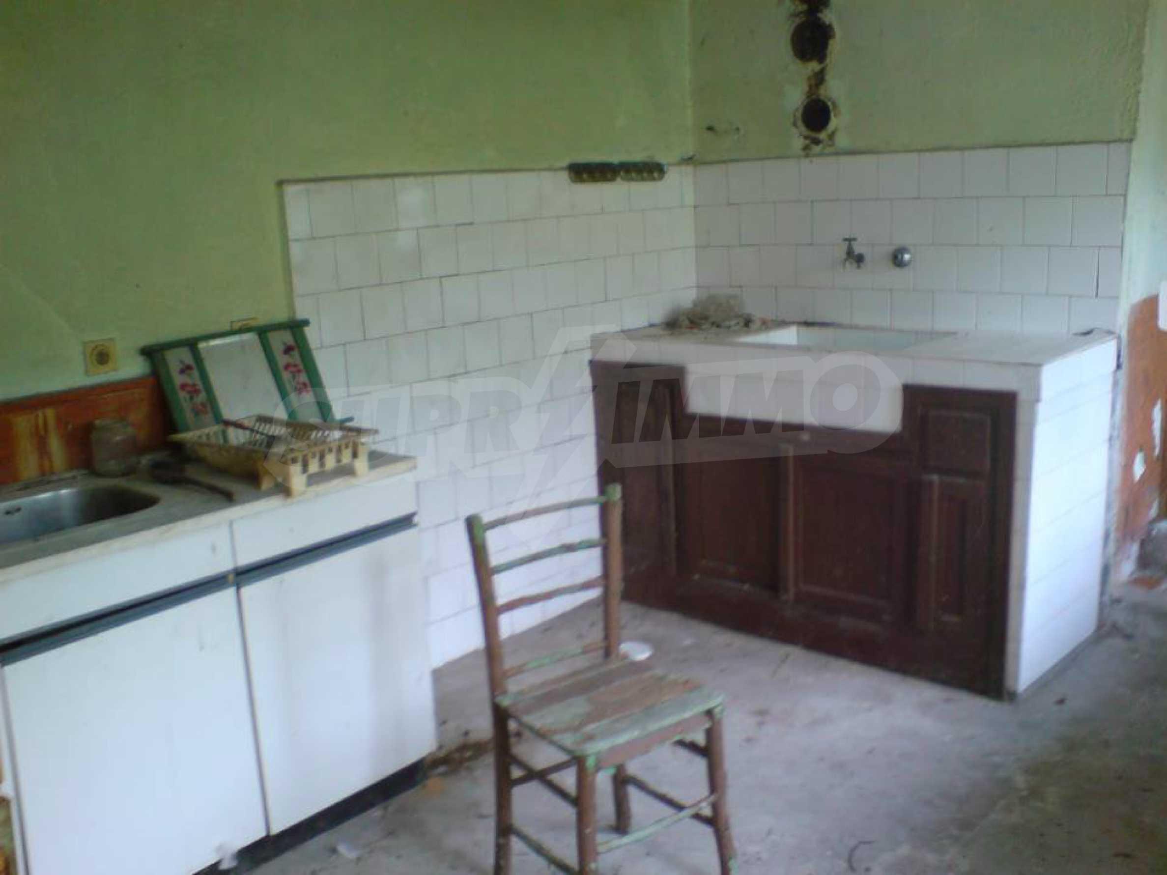 Massives einstöckiges Haus in einem Dorf 15 km. von Byala 2