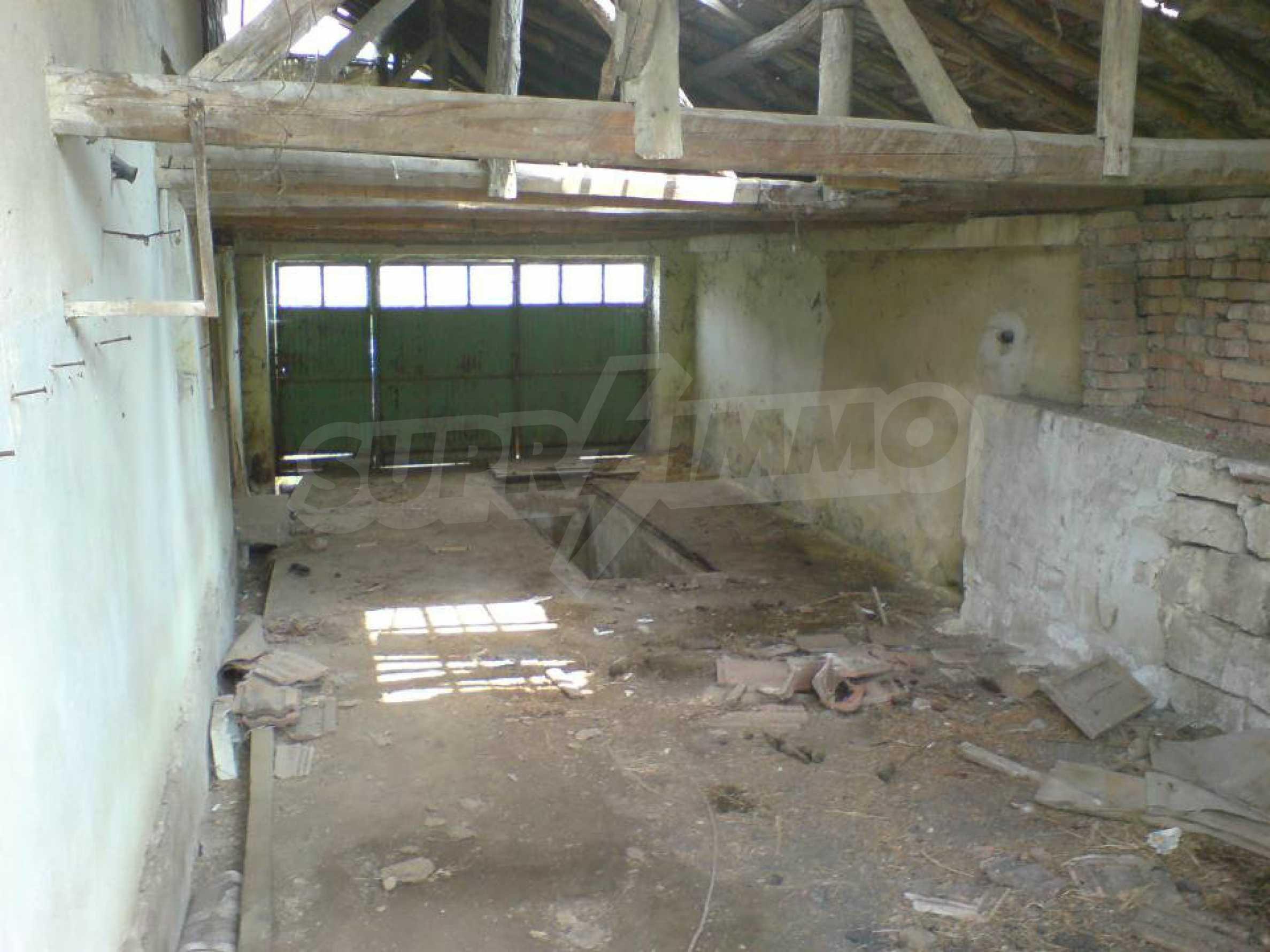 Massives einstöckiges Haus in einem Dorf 15 km. von Byala 6