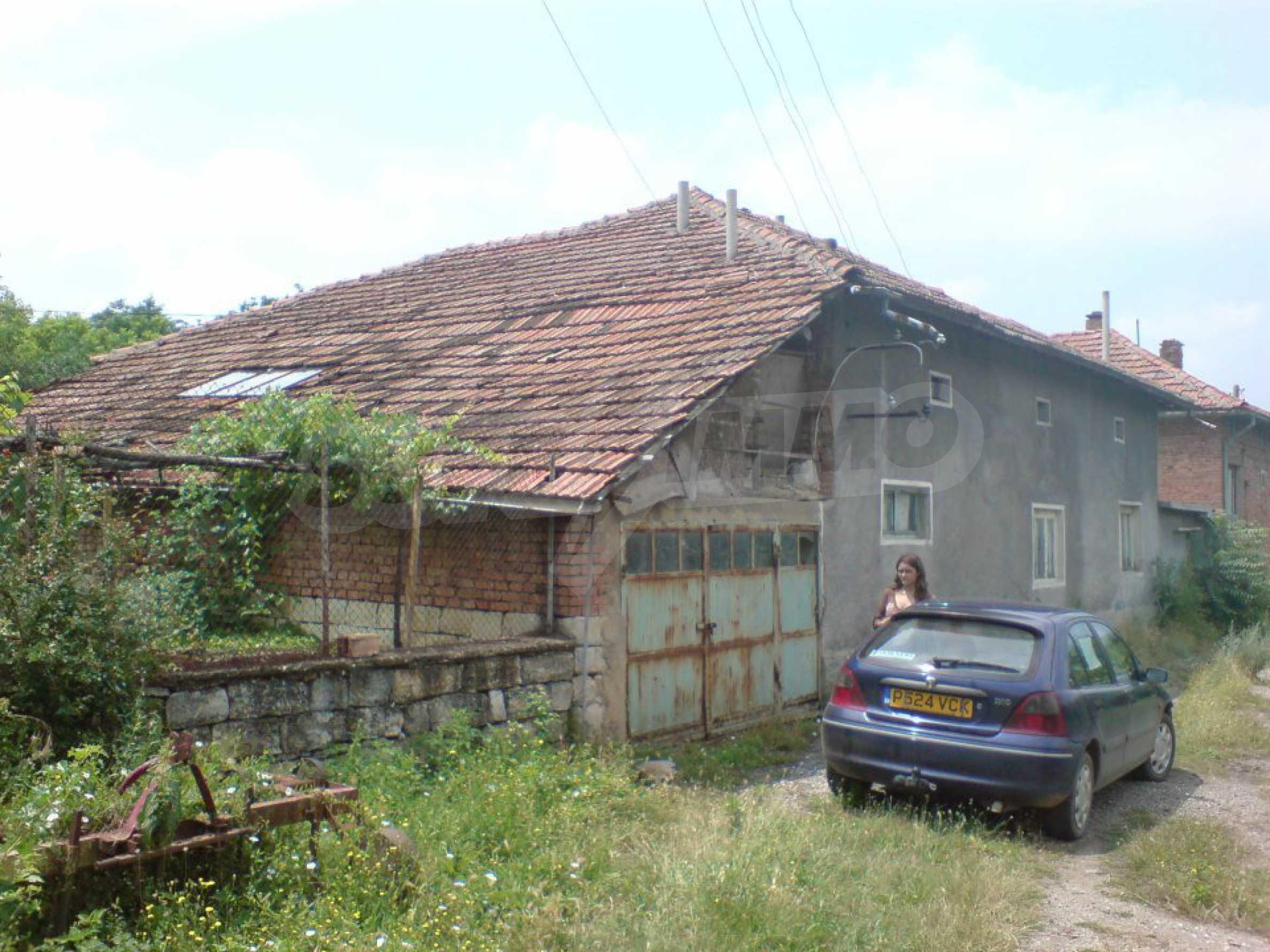 Massives einstöckiges Haus in einem Dorf 15 km. von Byala 7