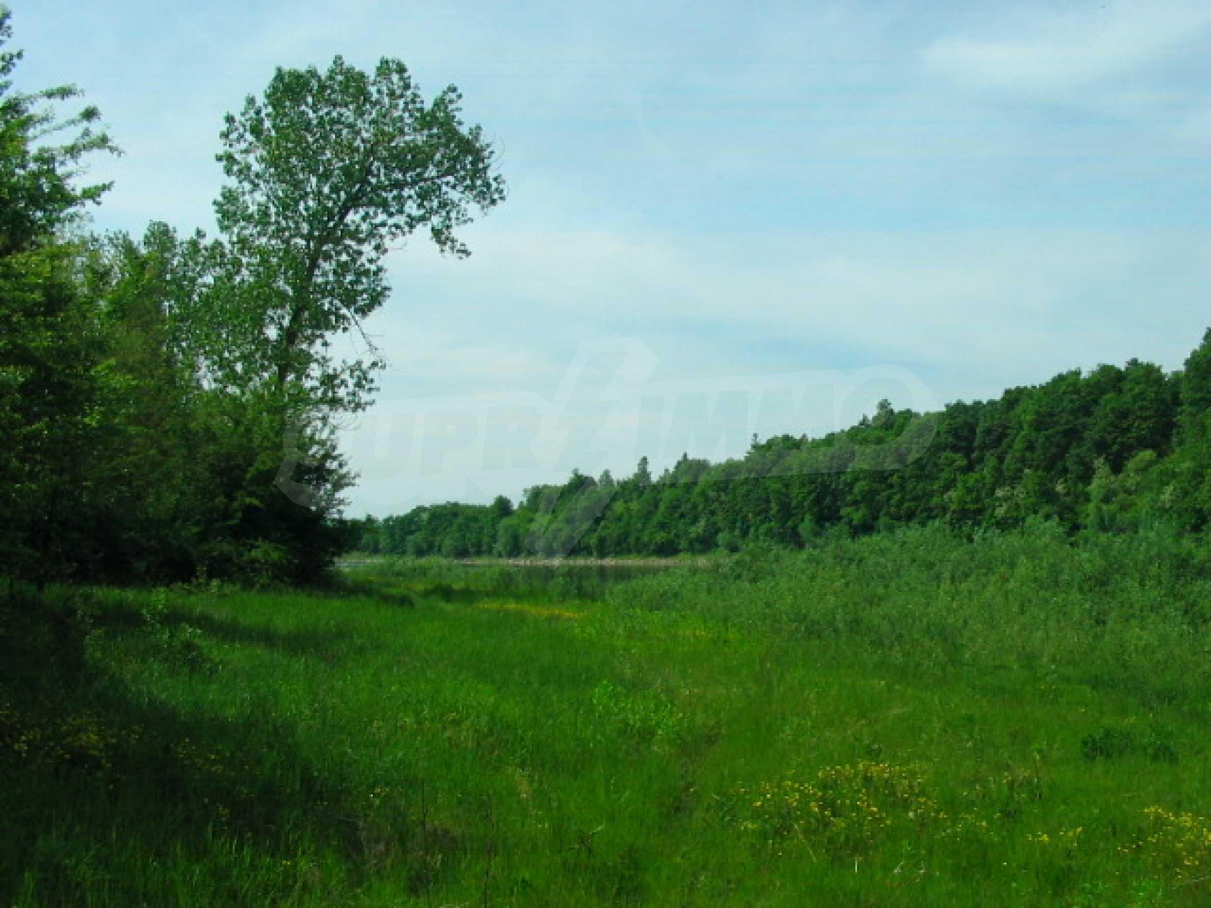 Язовир с прилежаща земя на 7 км от Велико Търново 8