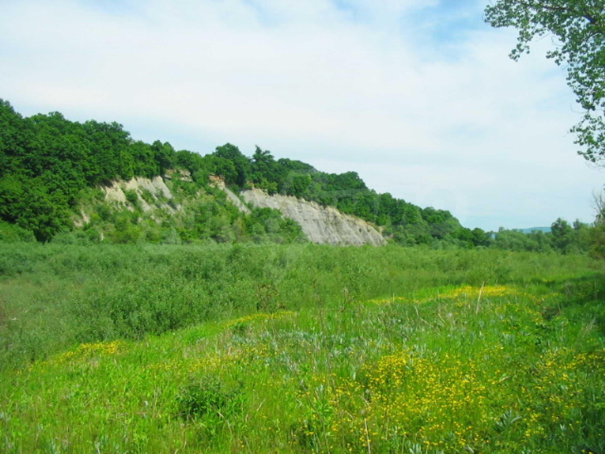 Язовир с прилежаща земя на 7 км от Велико Търново 9