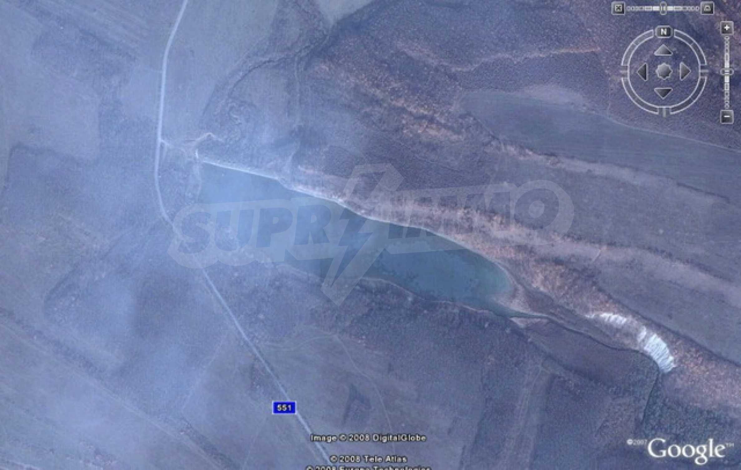 Язовир с прилежаща земя на 7 км от Велико Търново 12