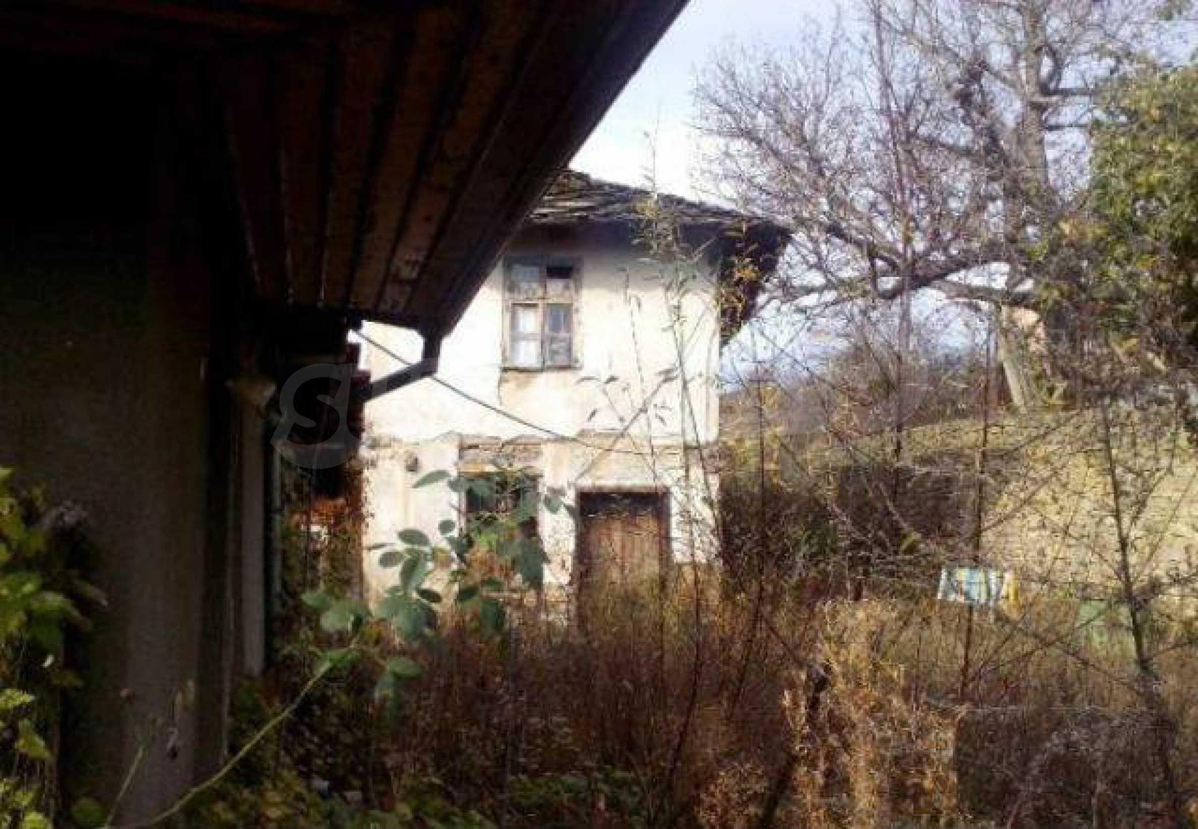 Mehrere Eigenschaften in einem gemeinsamen Hof, in einem Dorf 9 km von der Stadt Troyan entfernt 1