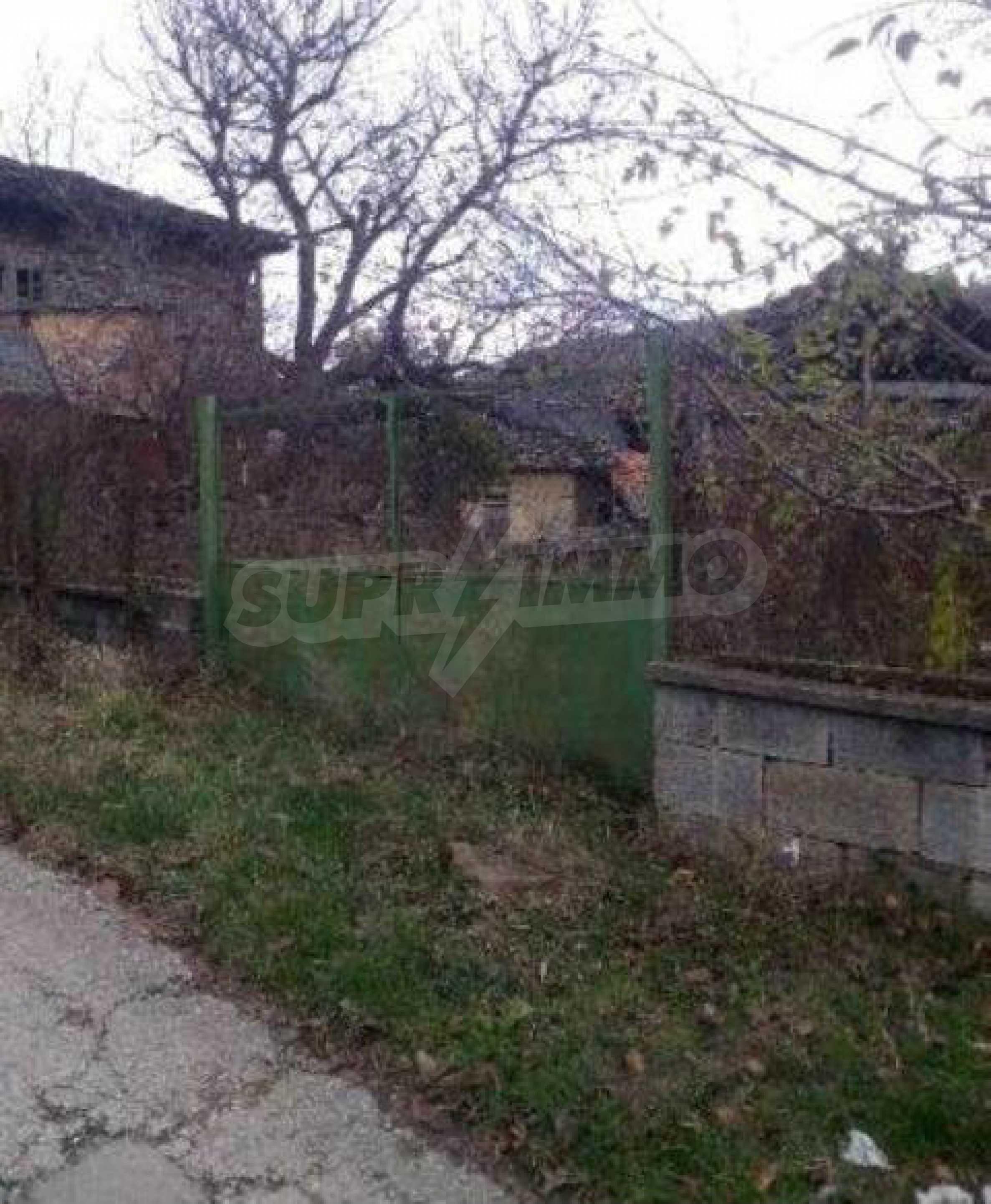 Mehrere Eigenschaften in einem gemeinsamen Hof, in einem Dorf 9 km von der Stadt Troyan entfernt 2