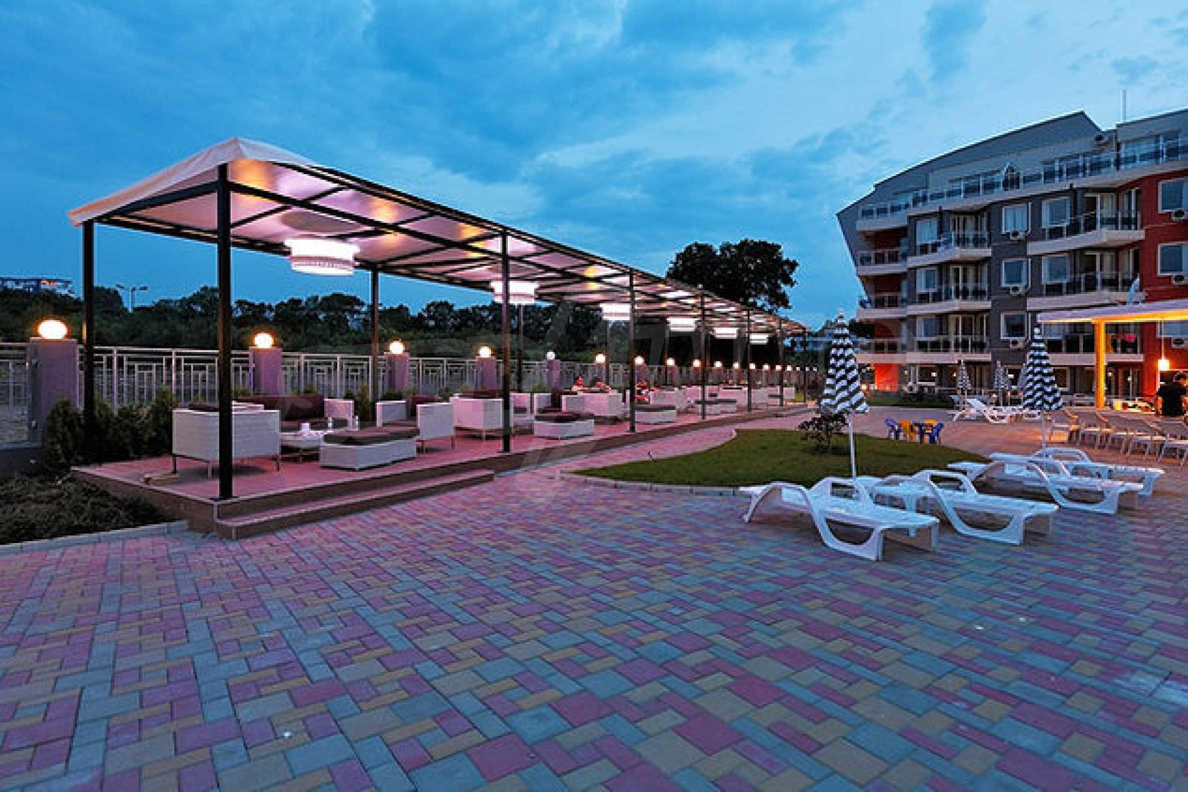 Einrichtung mit Restaurant, Bar und Pool-Bar im Meer-Kurort Lozenets 9