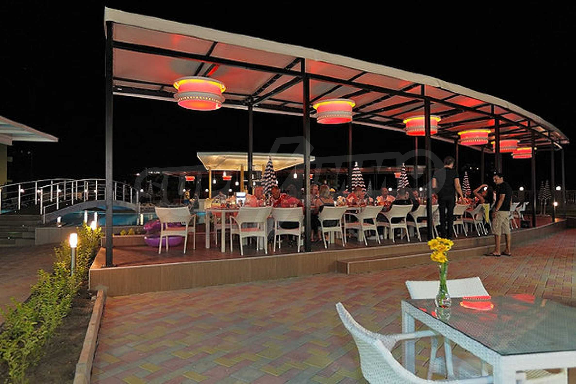Einrichtung mit Restaurant, Bar und Pool-Bar im Meer-Kurort Lozenets 10