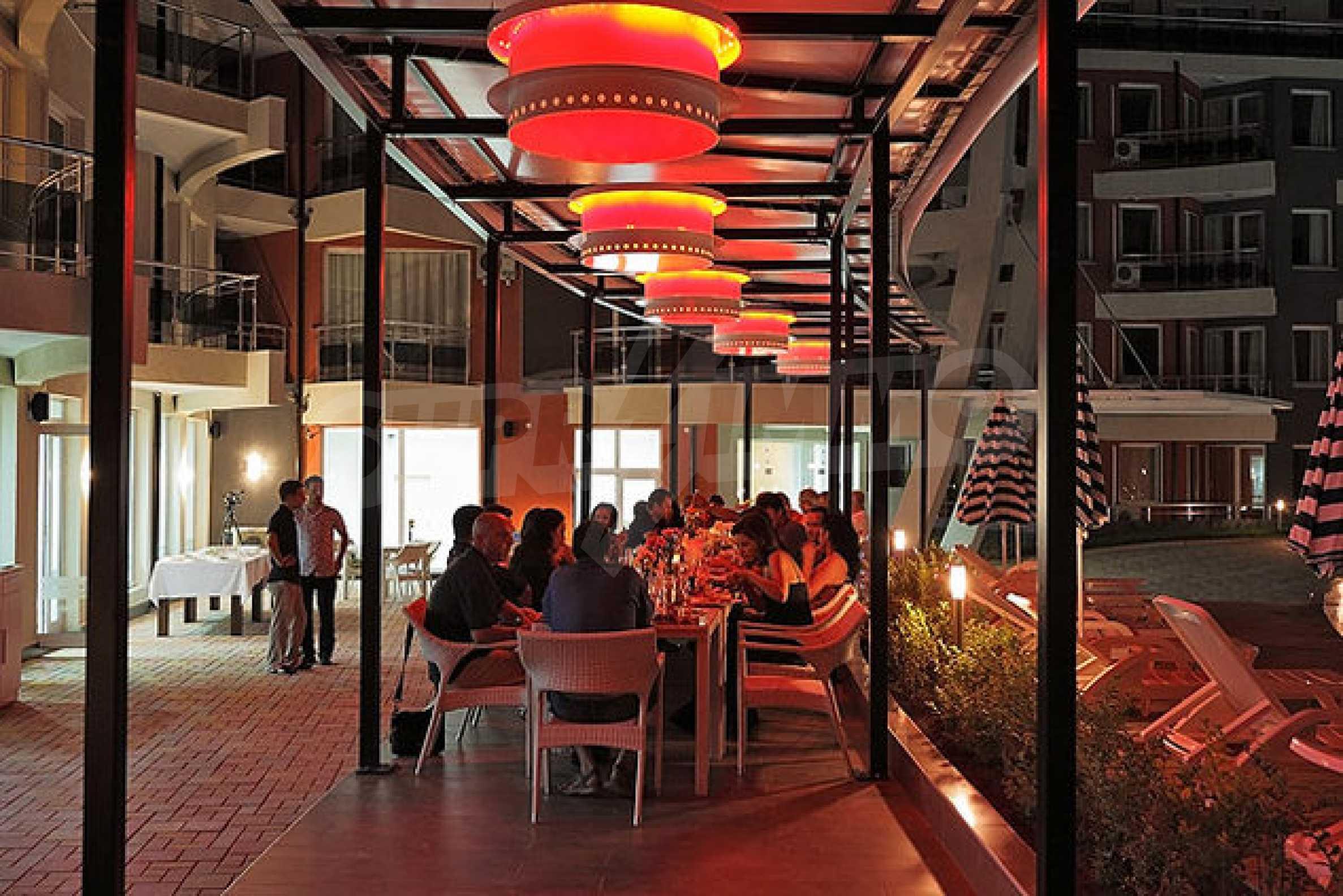 Einrichtung mit Restaurant, Bar und Pool-Bar im Meer-Kurort Lozenets 12