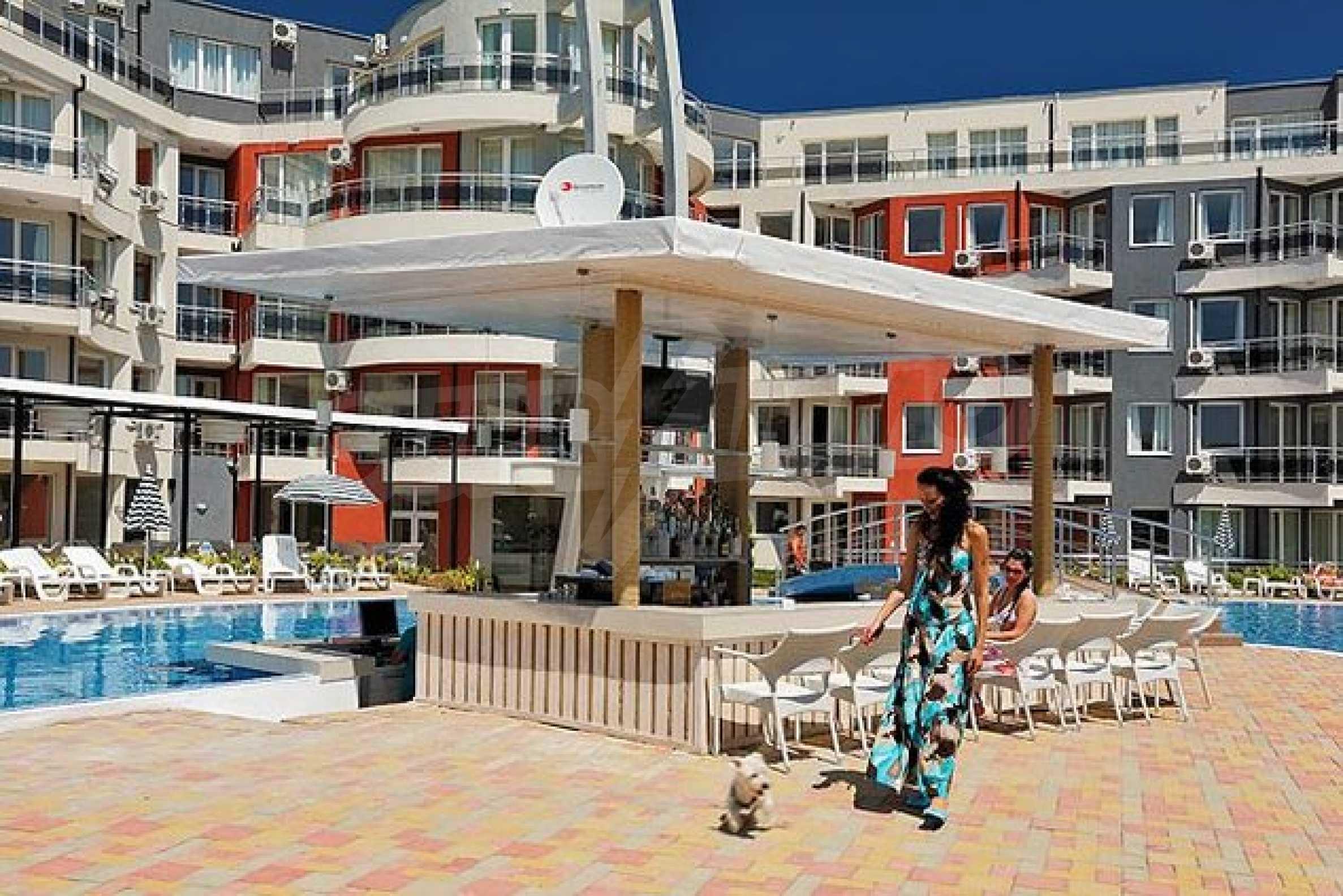 Einrichtung mit Restaurant, Bar und Pool-Bar im Meer-Kurort Lozenets 14