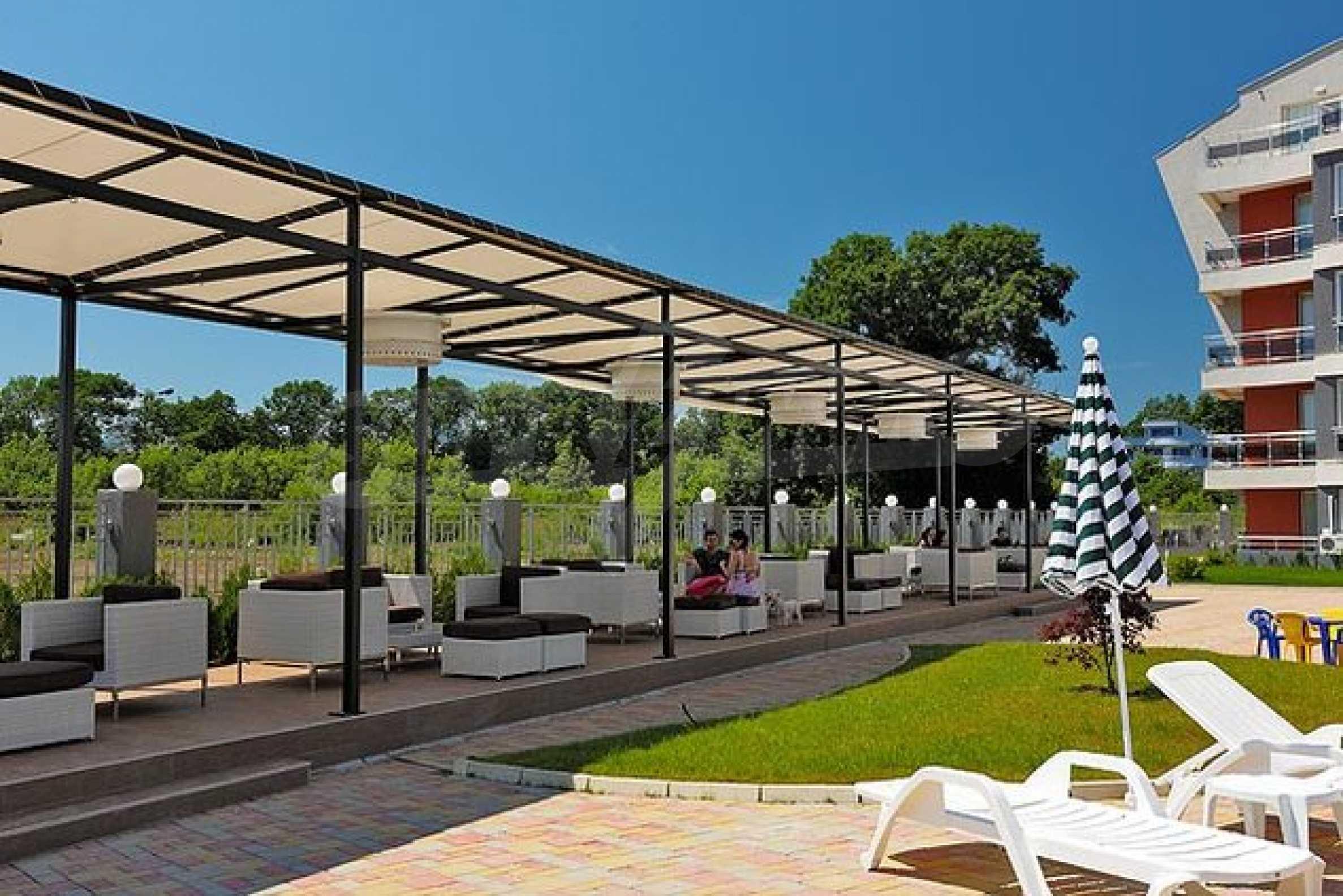 Einrichtung mit Restaurant, Bar und Pool-Bar im Meer-Kurort Lozenets 16