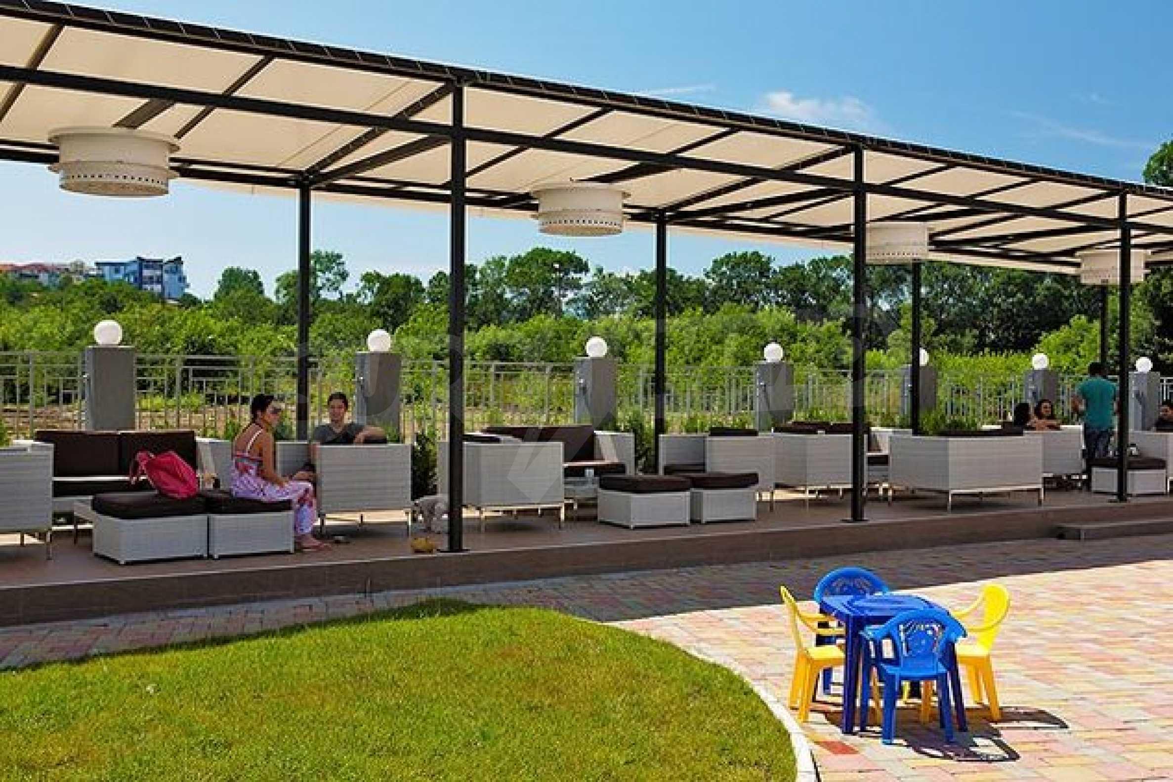 Einrichtung mit Restaurant, Bar und Pool-Bar im Meer-Kurort Lozenets 17