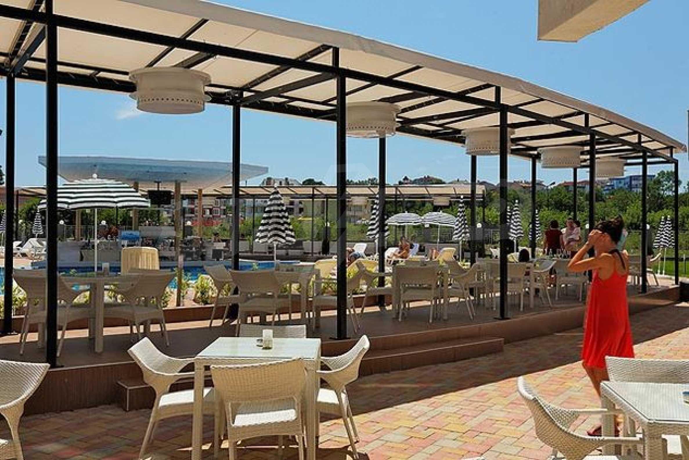 Einrichtung mit Restaurant, Bar und Pool-Bar im Meer-Kurort Lozenets 18