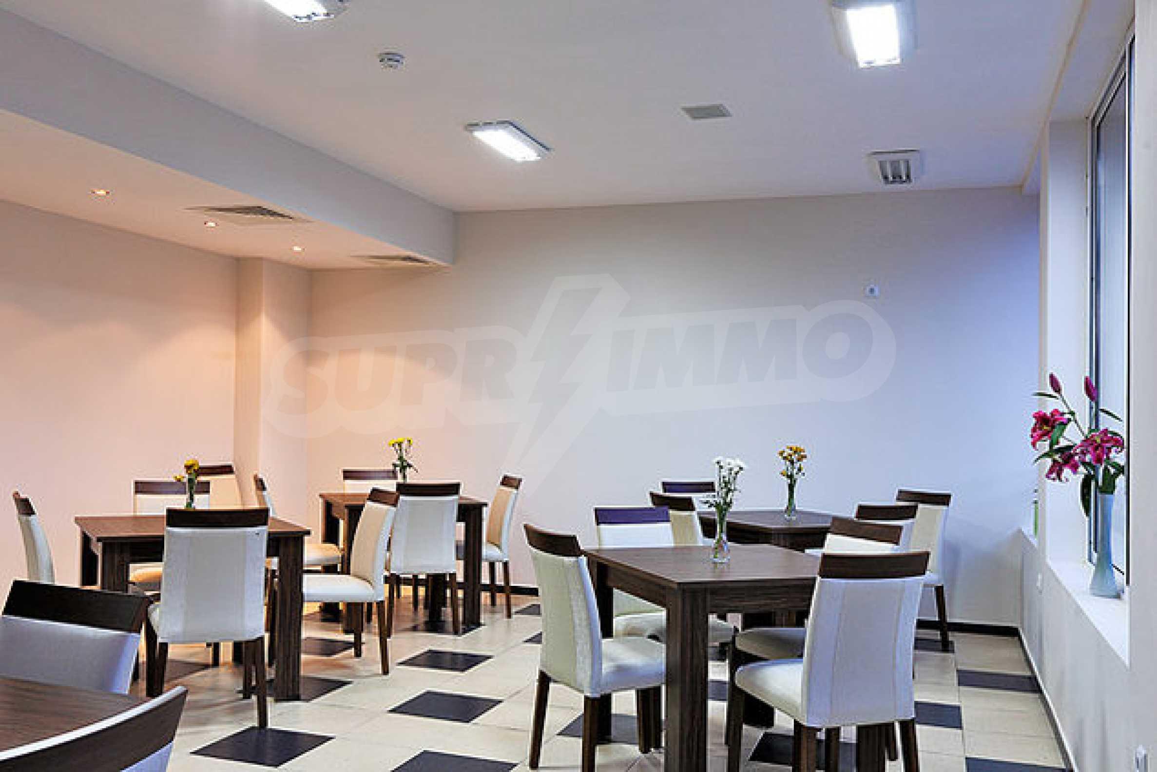 Einrichtung mit Restaurant, Bar und Pool-Bar im Meer-Kurort Lozenets 2